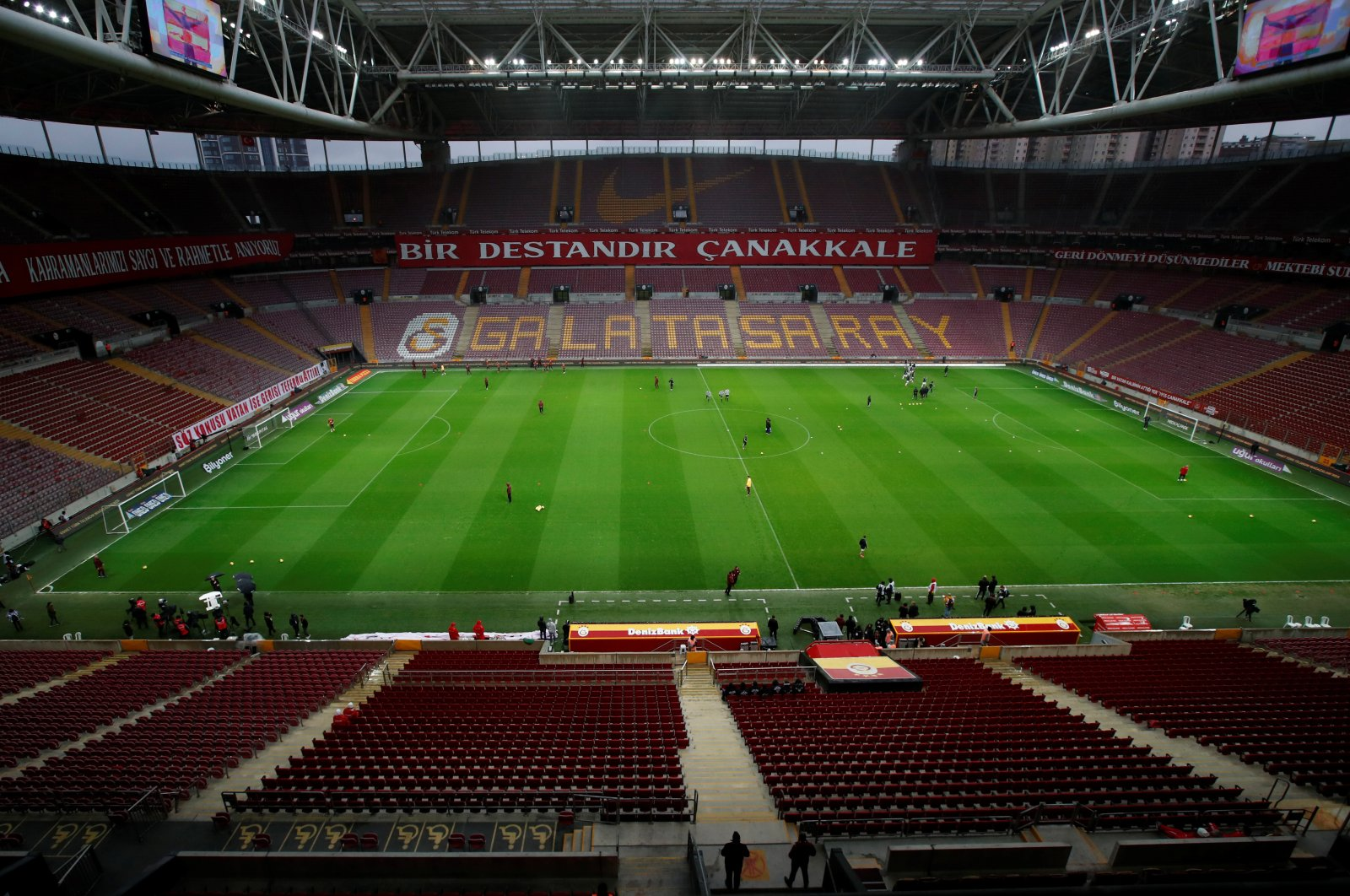 Stands were left empty during the Süper Lig match between Galatasaray and Beşiktaş as it was played behind closed doors due to the coronavirus outbreak, Istanbul, March 15, 2020. (Reuters Photo)