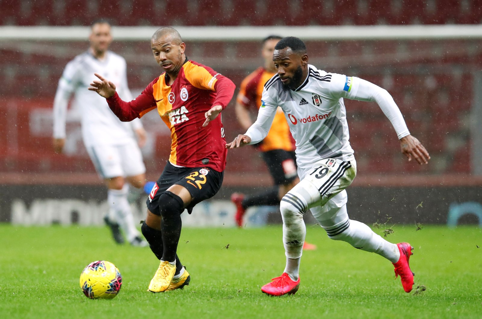 Galatasaray's Mariano in action with Besiktaş's Georges-Kevin Nkoudou during a Süper Lig Match in Istanbul, March 15, 2020. (Reuters Photo)