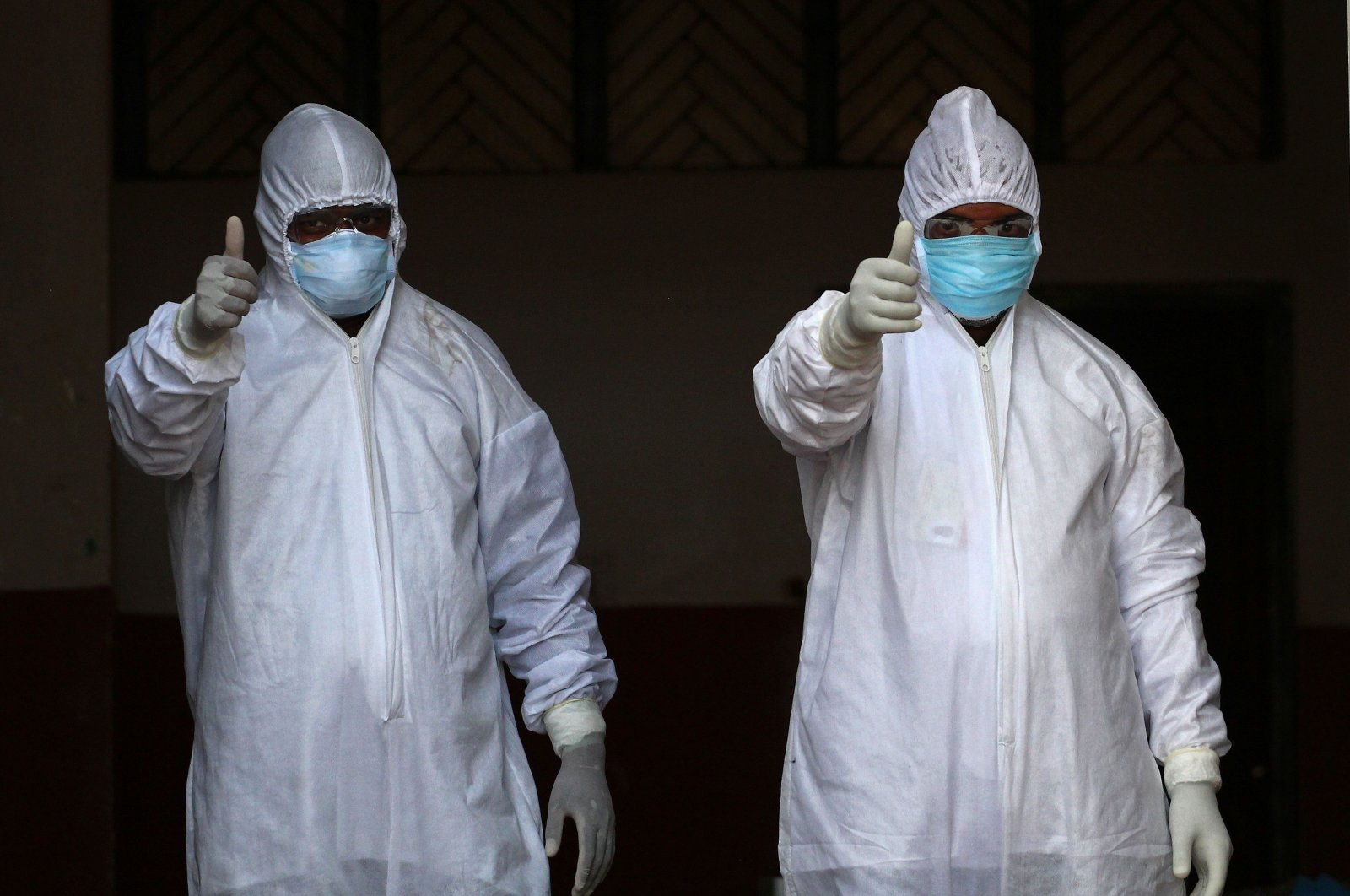 Medical staff wearing protective gear prepare to test people for COVID-19 in Allahabad, India, April 1, 2020. (AFP Photo)