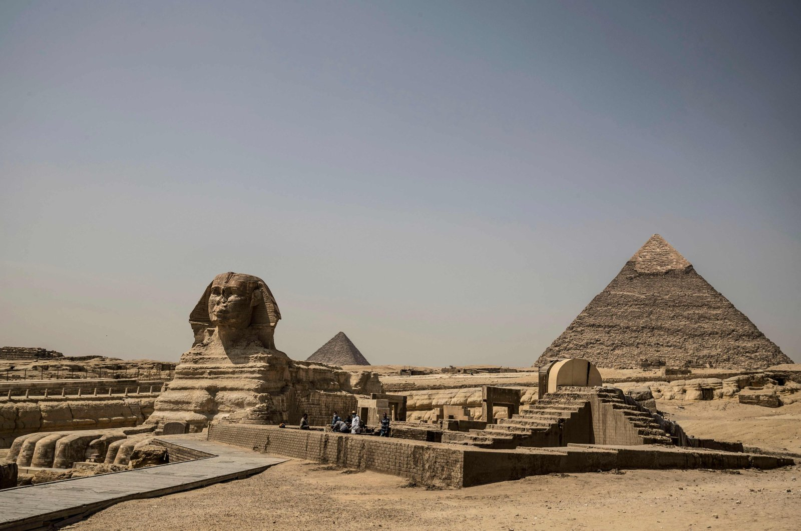 The Giza pyramids necropolis on the southwestern outskirts of the Egyptian capital Cairo is pictured empty after the site closed to the general public as a protective measure against the spread of the coronavirus COVID-19 on March 25, 2020. (AFP Photo)