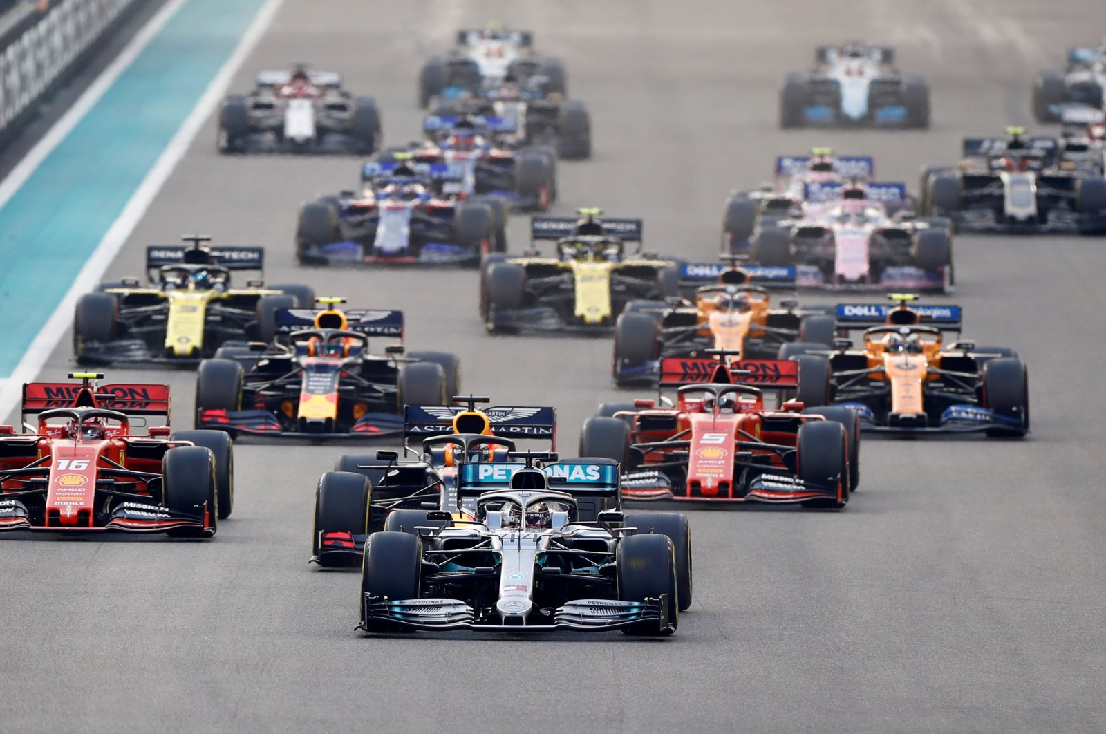 Mercedes' Lewis Hamilton in the lead during Abu Dhabi Grand Prix in Abu Dhabi, United Arab Emirates, Dec. 1, 2019. (Reuters Photo)