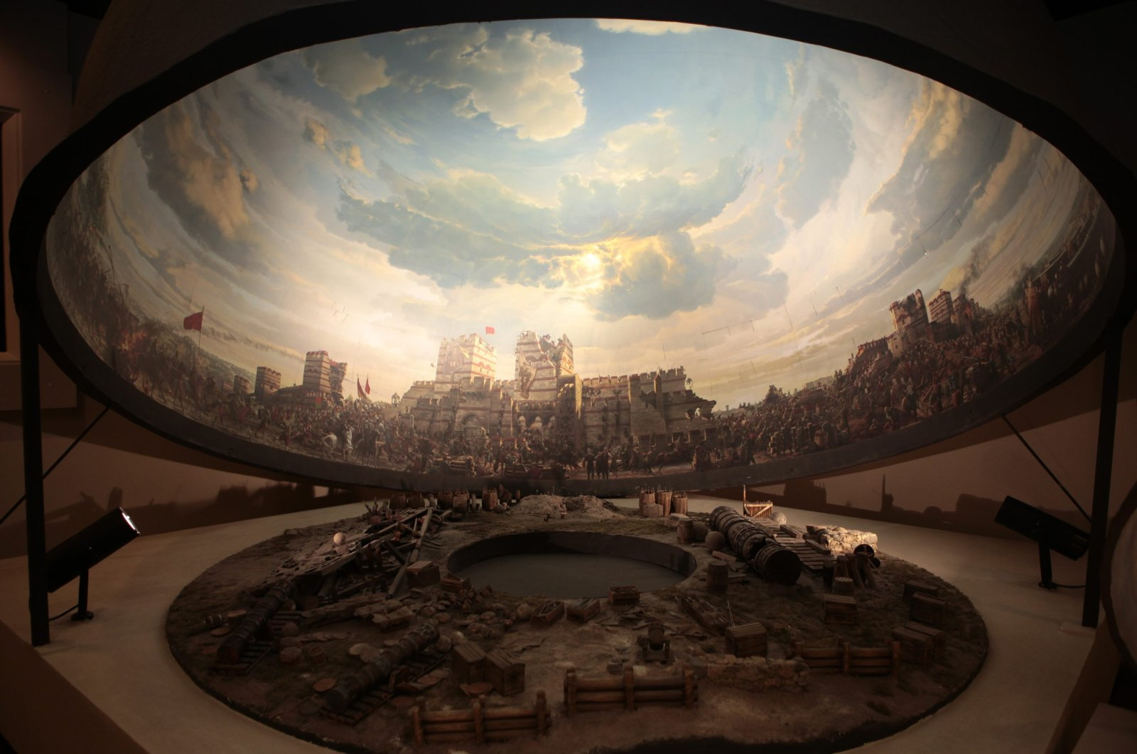 As one of the most popular spots in Istanbul, the Panaroma 1453 Museum gives its visitors a chance to relive the conquest of Istanbul. (Photo by Şüheda Aykut)