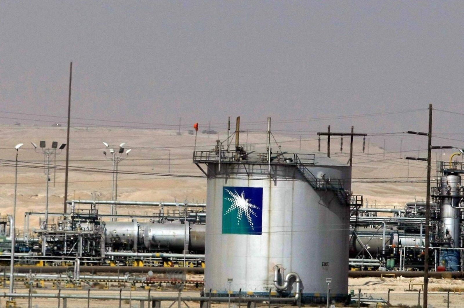This file photo taken in November 2007 shows the Saudi Aramco oil facility in Dammam City, Saudi Arabia. (AFP Photo)