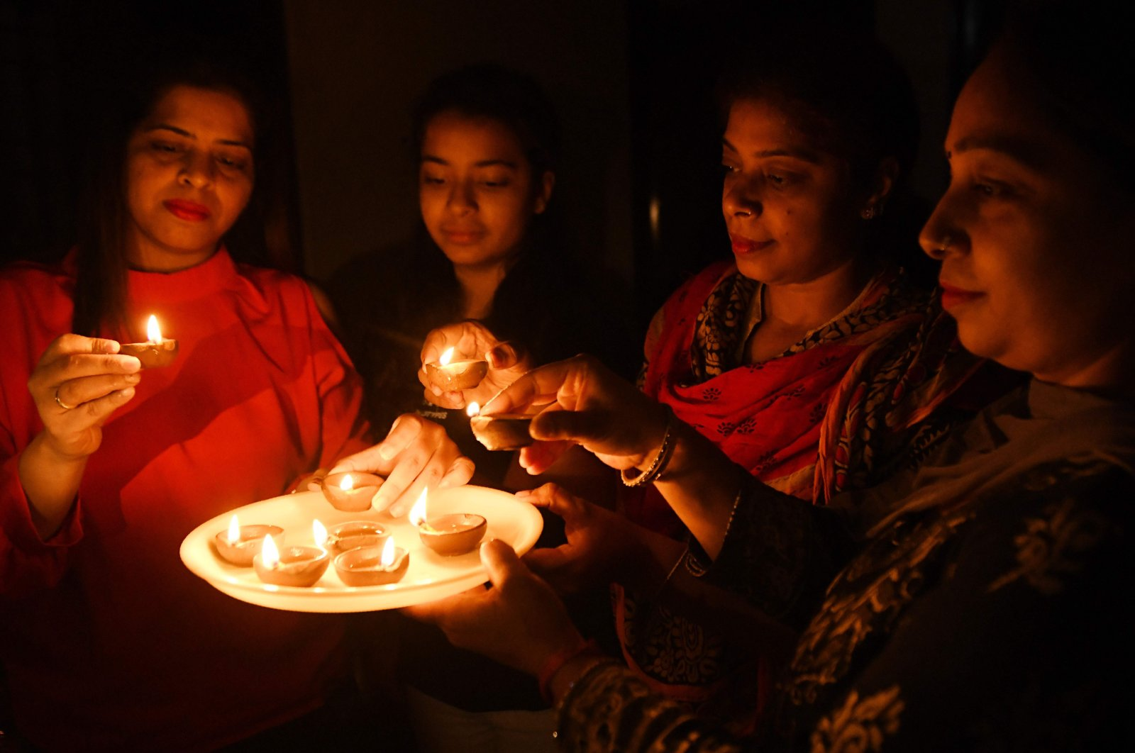 """Residents light """"diyas,"""" or oil lamps, in a show of unity and solidarity in the fight against the coronavirus pandemic in Amritsar, India, Sunday, April 5, 2020. (AFP Photo)"""