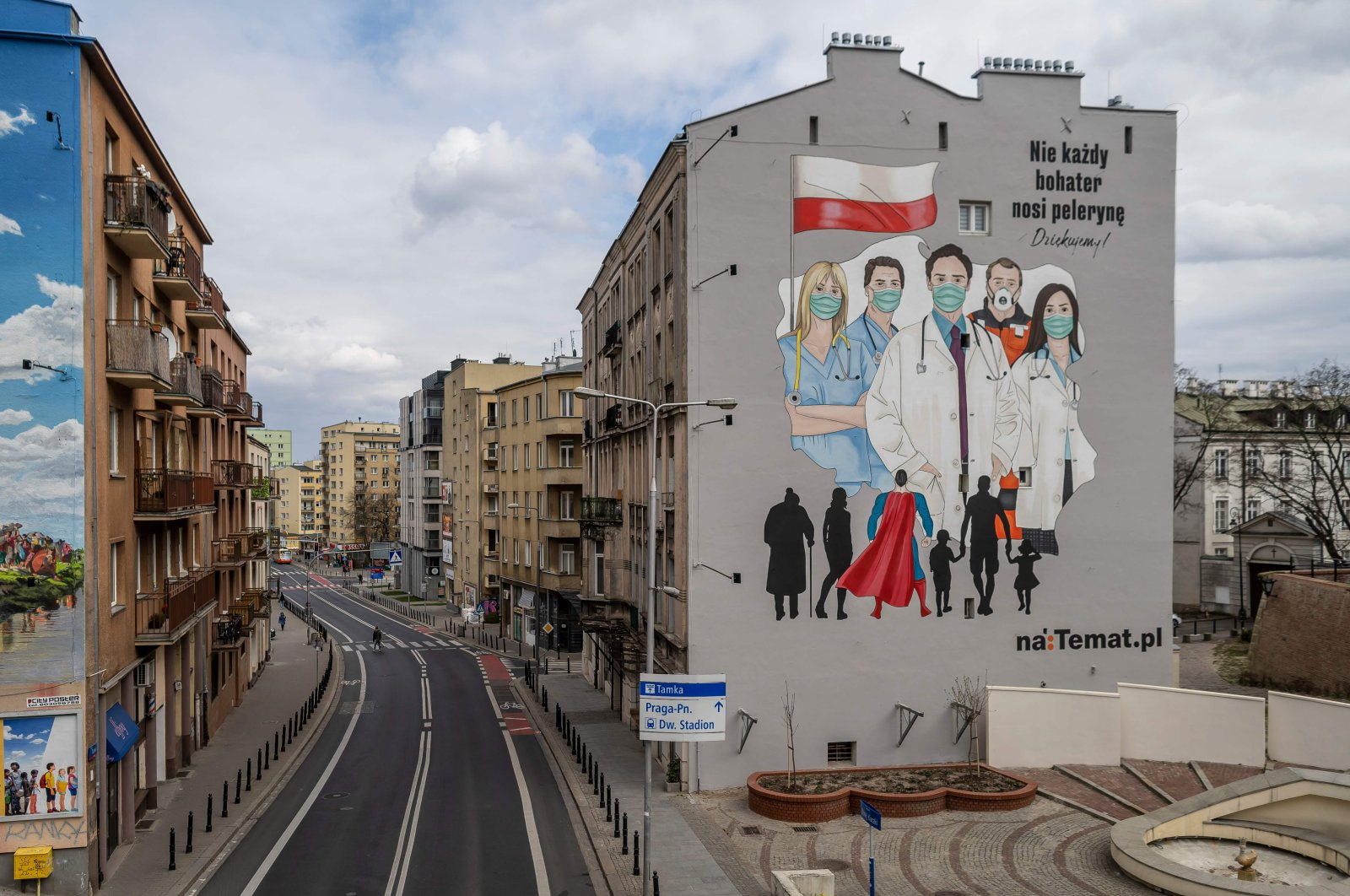 A mural pays tribute to the sacrifice of doctors, nurses and paramedics fighting the COVID-19 pandemic in Warsaw, April 2, 2020. (AFP Photo)