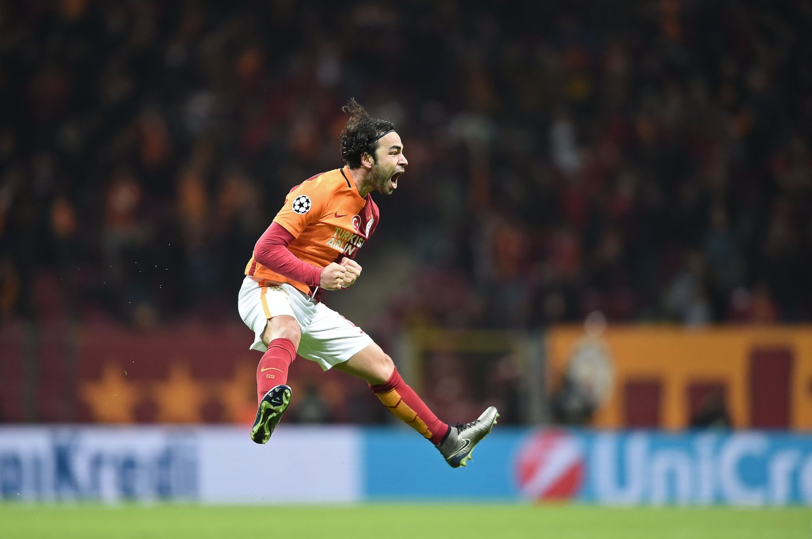 Selçuk İnan celebrates after scoring a goal during the UEFA Champions League Group C football match between Galatasaray AS and FC Astana at the Turk Telekom Arena in Istanbul, Dec. 8, 2015. (AFP Photo)