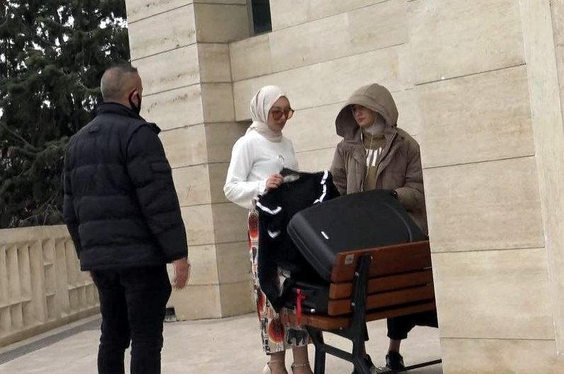 Instagram model and the photographer pack suitcase and leave after police warning, in Istanbul, on April 5, 2020. (DHA Photo)