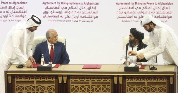 U.S. peace envoy Zalmay Khalilzad, left, and Mullah Abdul Ghani Baradar, the Taliban group's top political leader sign a peace agreement between Taliban and U.S. officials in Doha, Qatar, Feb. 29, 2020. (AP Photo)