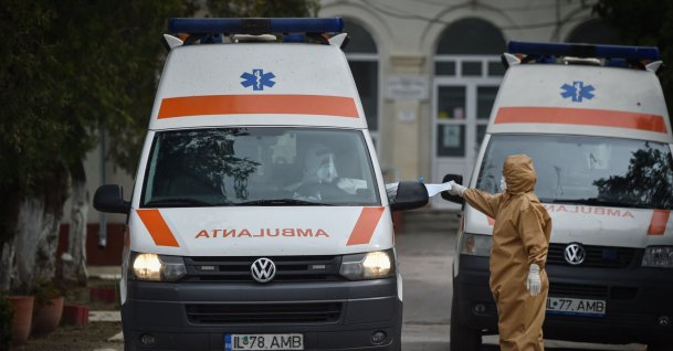 An ambulance leaves the hospital in the town of Tandarei, Romania, where a complete lockdown has been put in place, due to the novel coronavirus pandemic, Saturday, April 4, 2020. (AFP Photo)