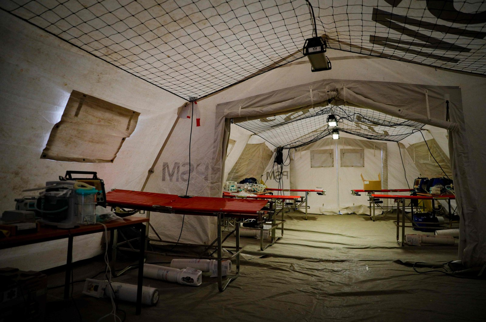 A photo shows the interior of a tent with medical equipment for treating patients infected with COVID-19, installed on the tarmac at Paris Orly Airport, France, Friday, April 3, 2020. (AFP Photo)