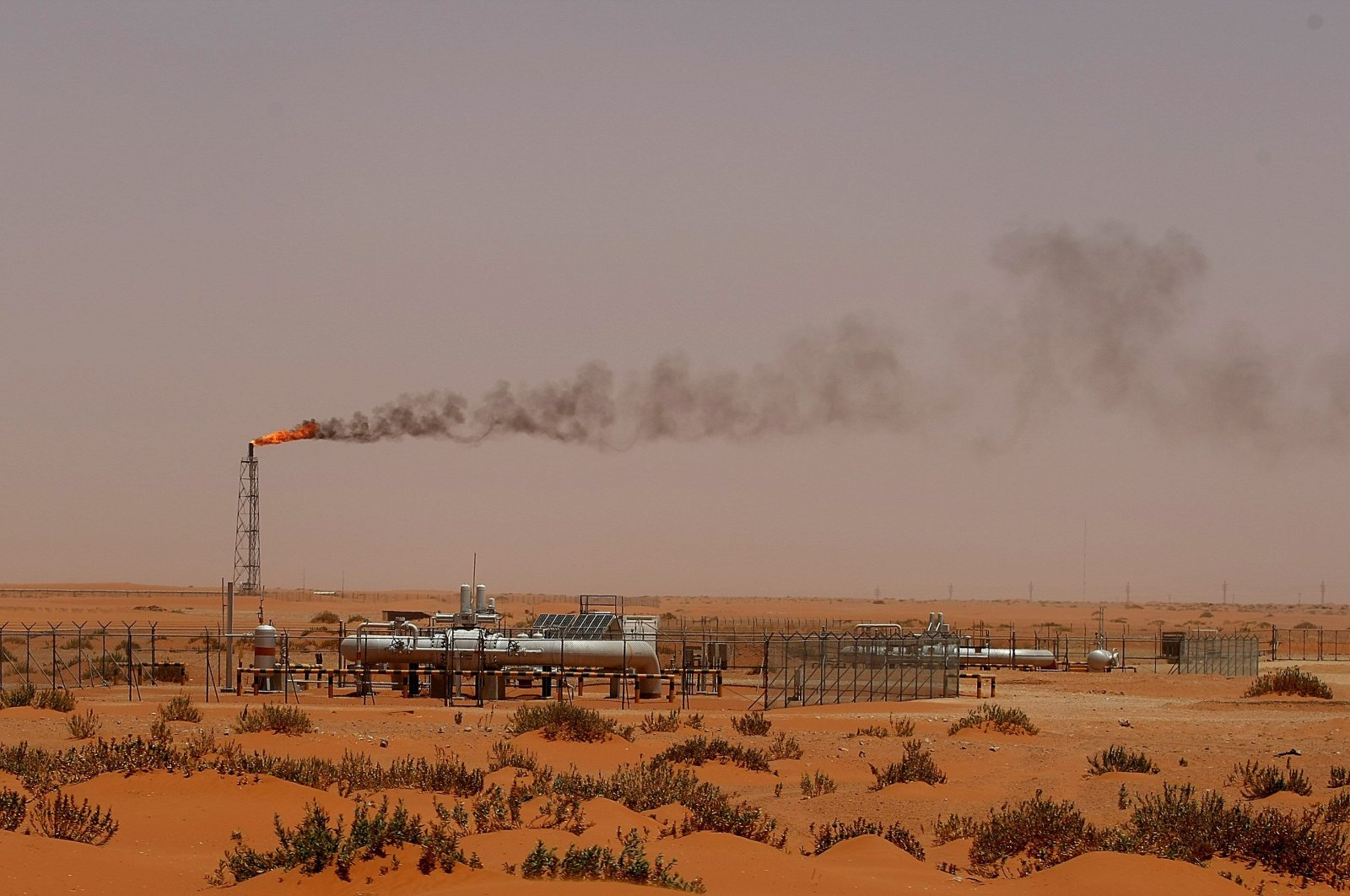 "Saudi Aramco oil installion known as ""Pump 3"" in the desert near the oil-rich area of Khouris, 160 kms east of the Saudi capital Riyadh, June 23, 2008. (AFP Photo)"