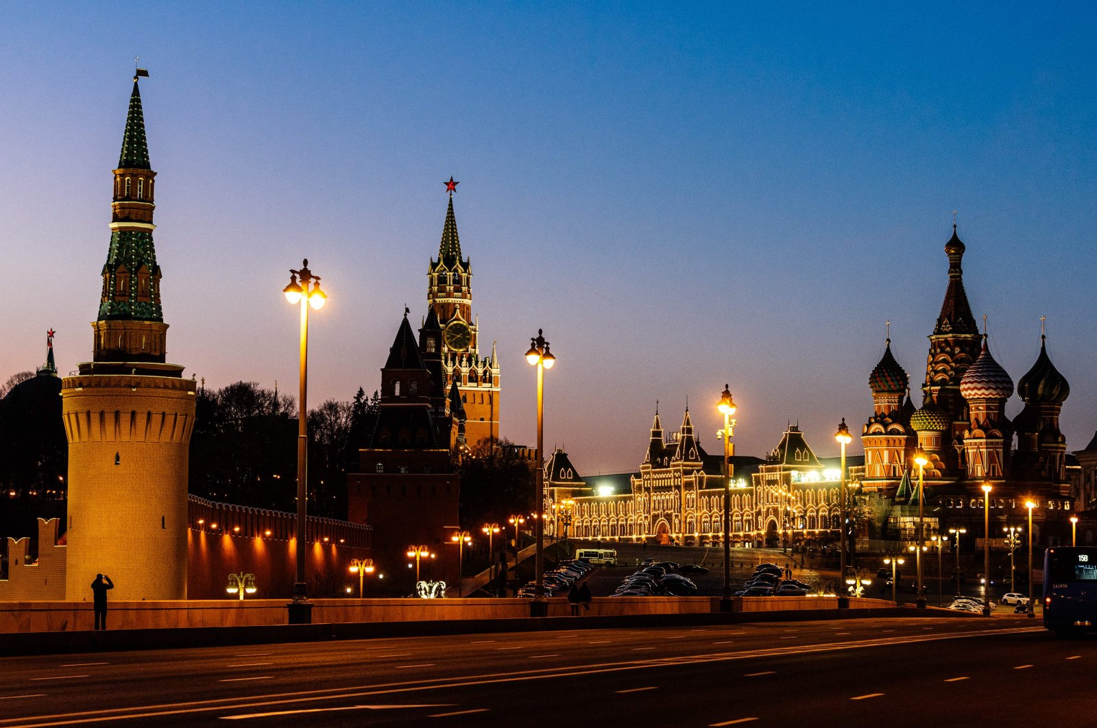 This picture taken Tuesday, April 7, 2020, shows the Saint Basil's Cathedral (R) and the Kremlin's Spasskaya Tower (C) in downtown Moscow, during the strict lockdown in Russia to stop the spread of the novel coronavirus. (AFP Photo)