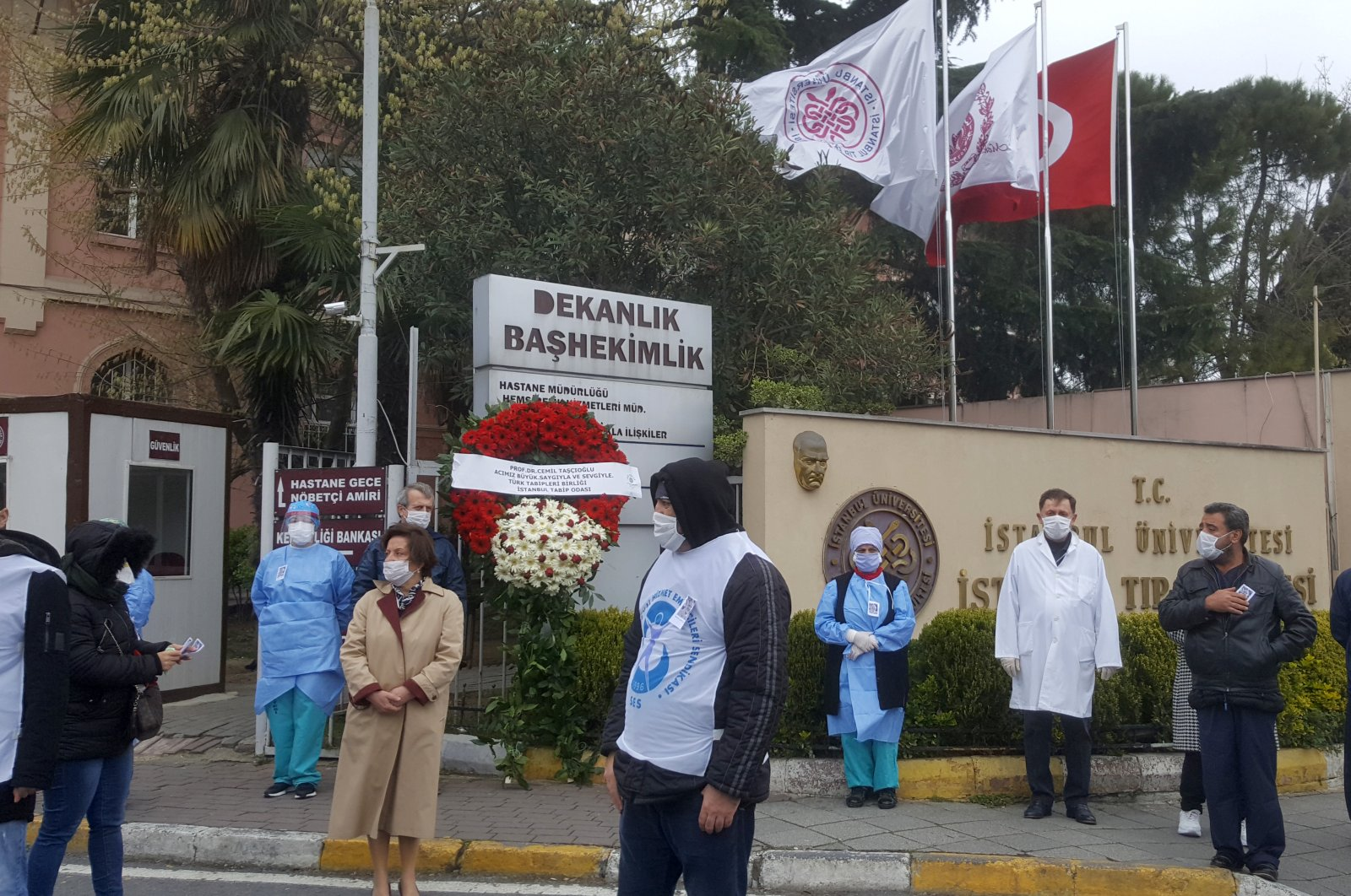 Health workers mourn outside Istanbul University's Faculty of Medicine during a commemoration for professor Dr. Cemil Taşçıoğlu, the country's first medical professional to die of COVID-19, Thursday, April 2, 2020, in Istanbul, Turkey. (AA Photo)