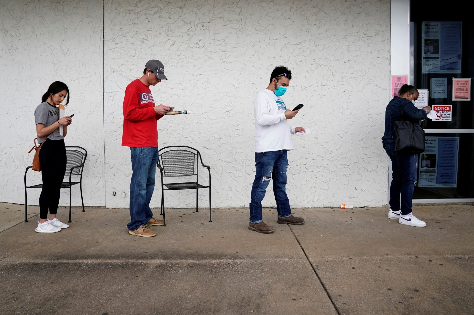 People who lost their jobs wait in line to file for unemployment following an outbreak of the coronavirus disease (COVID-19), at an Arkansas Workforce Center in Fayetteville, Arkansas, U.S. April 6, 2020. (Reuters Photo)