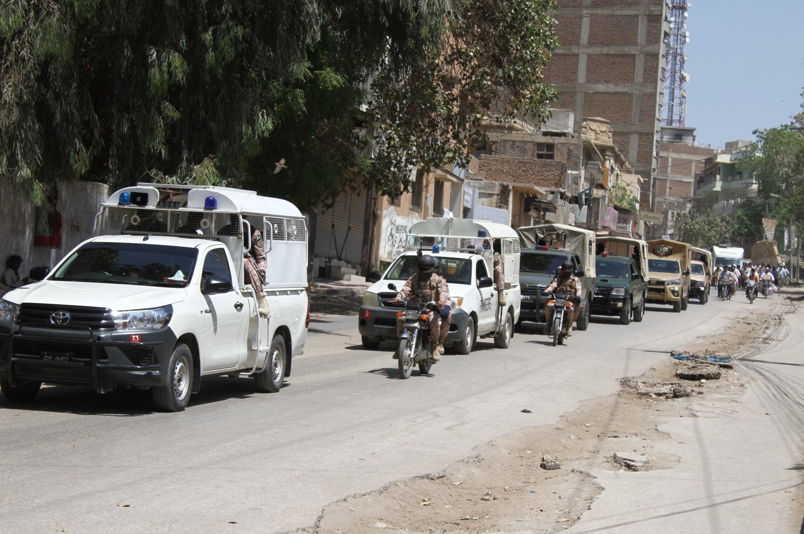 Convoy of Pakistani police and rangers passes during a full lockdown of the Sindh province, in Hyderabad, Pakistan, April 2, 2020. (EPA Photo)