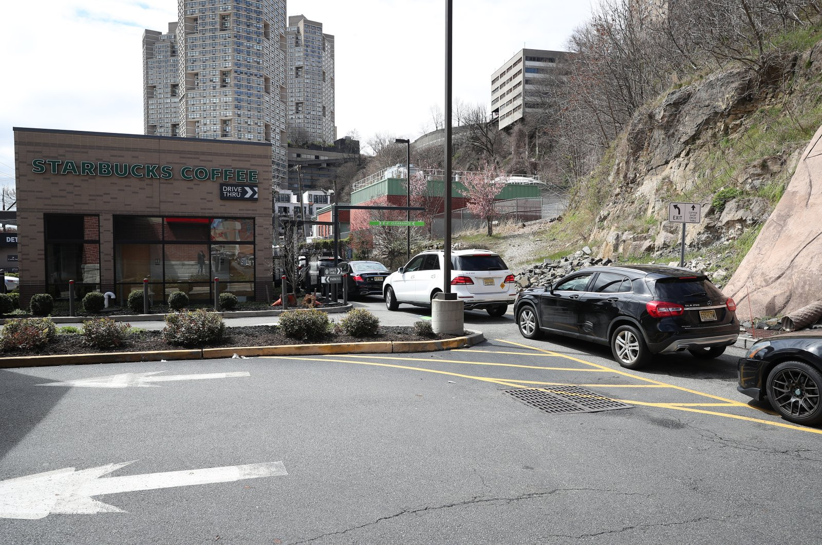 People waiting in their cars at a Starbucks drive-thru in New Jersey, U.S., April 8, 2020. (AA Photo)