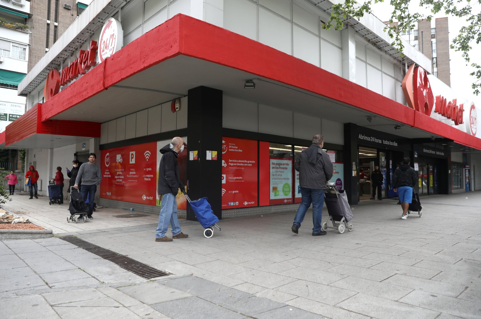 People maintain social distance as they queue outside a supermarket amid the coronavirus outbreak in Madrid, Spain, April 9, 2020. (Reuters Photo)