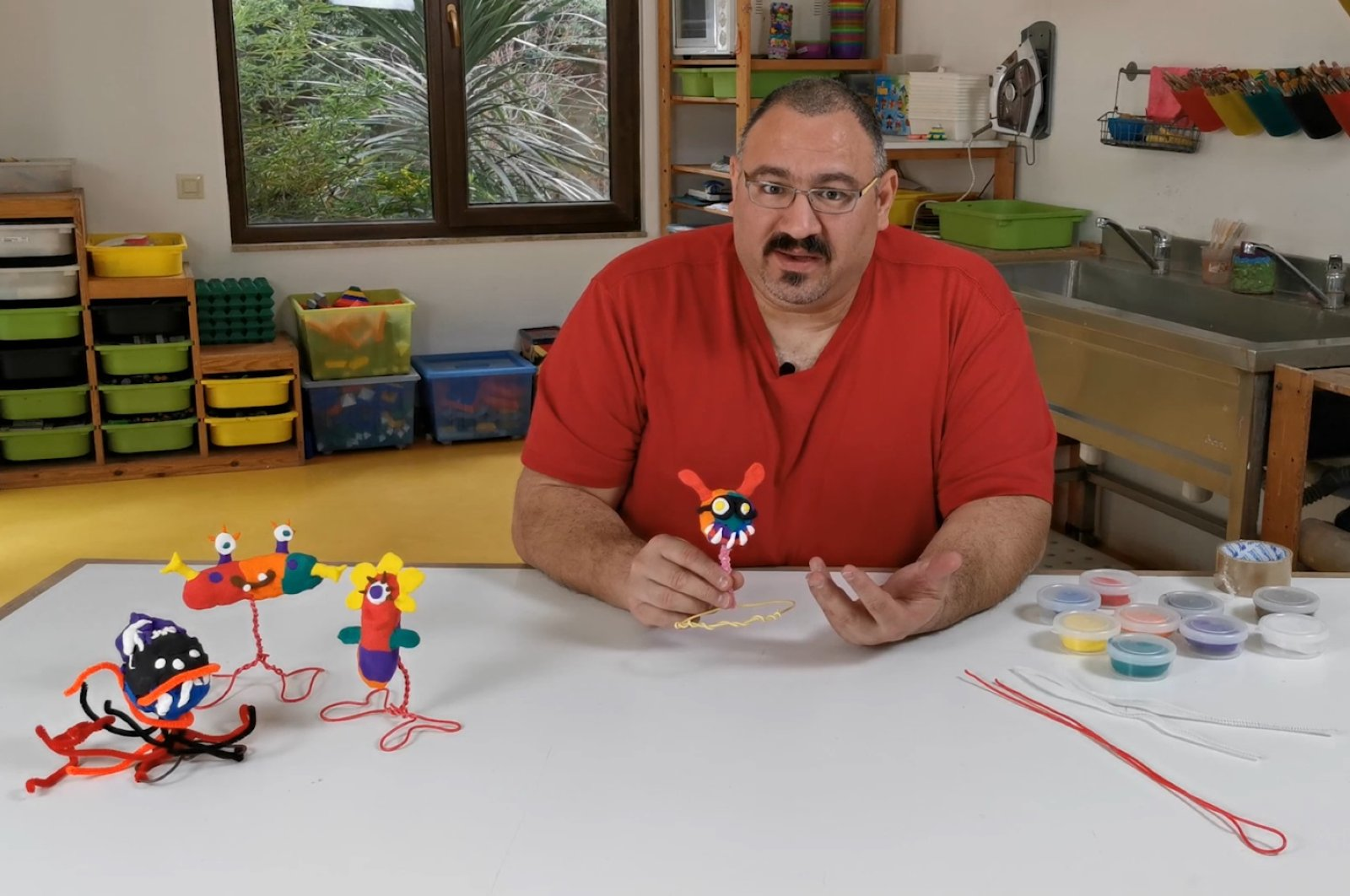 """""""Toy Sculpture Activity"""" is one of the workshops which children can attend with materials at home on Akbank Sanat's YouTube channel. (Still image from Akbank Sanat YouTube channel)"""