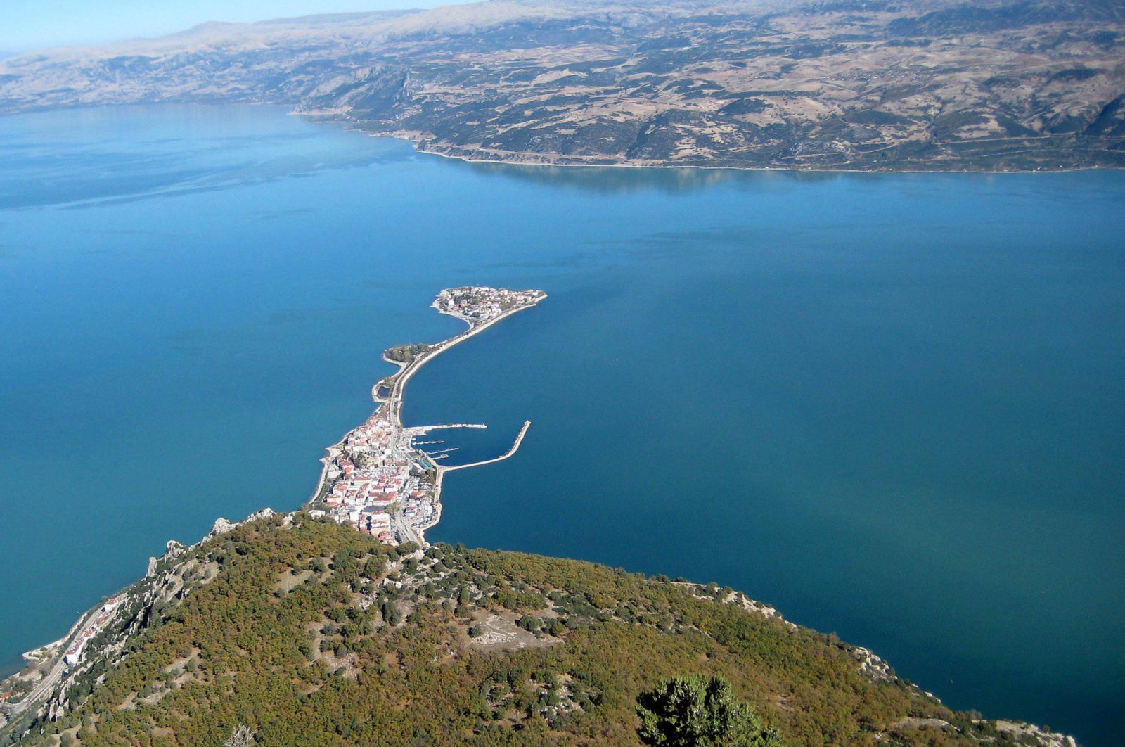 The partnership is due to invest around $1.5 billion in the dam project at Isparta's Eğirdir Lake, pictured in this undated photo. (DHA Photo)
