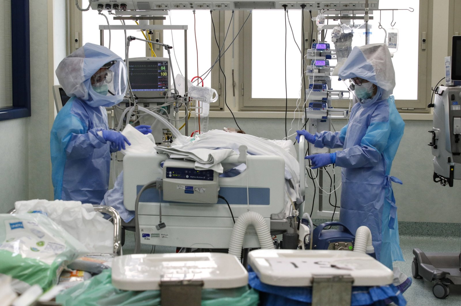Healthcare professionals in protective suits at work in the intensive care unit (ICU) for patients infected with COVID-19 at the Policlinico di Tor Vergata hospital, in Rome, Italy, April 10, 2020. (EPA Photo)