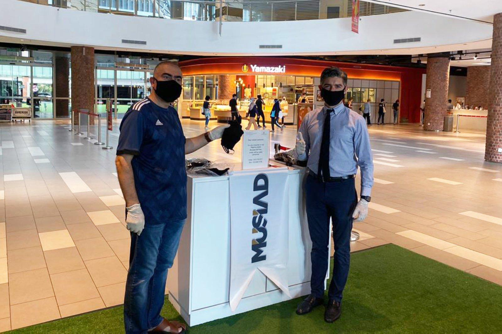 MÜSIAD gives away free facemasks in a shopping mall Malaysia's Kuala Lumpur. (AA Photo)
