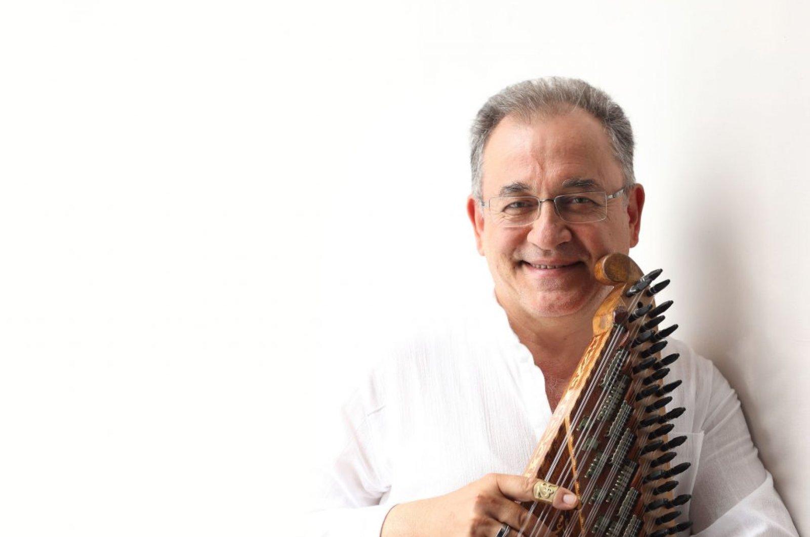 Tahir Aydoğdu poses with his kanun in this undated photo. (AA Photo)