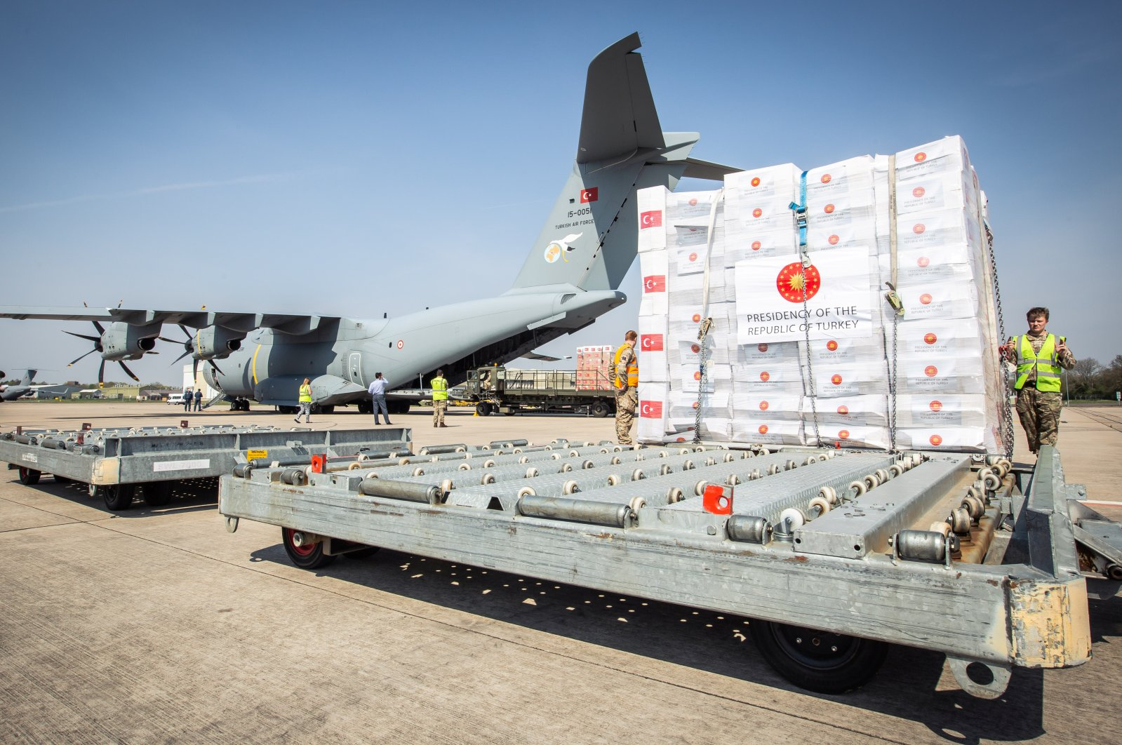 Crucial supplies of personal protective equipment for medical staff are delivered from Turkey to a Royal Air Force base for distribution around the country amid the coronavirus outbreak, Carterton, Britain, April 10, 2020. (Reuters Photo)