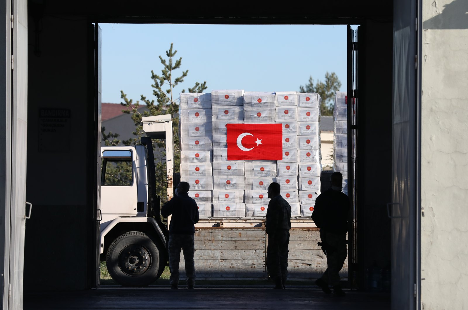 Workers transport medical supplies for the U.K. at Ankara's Etimesgut Military Airport, Friday, April 10, 2020 (AA Photo)