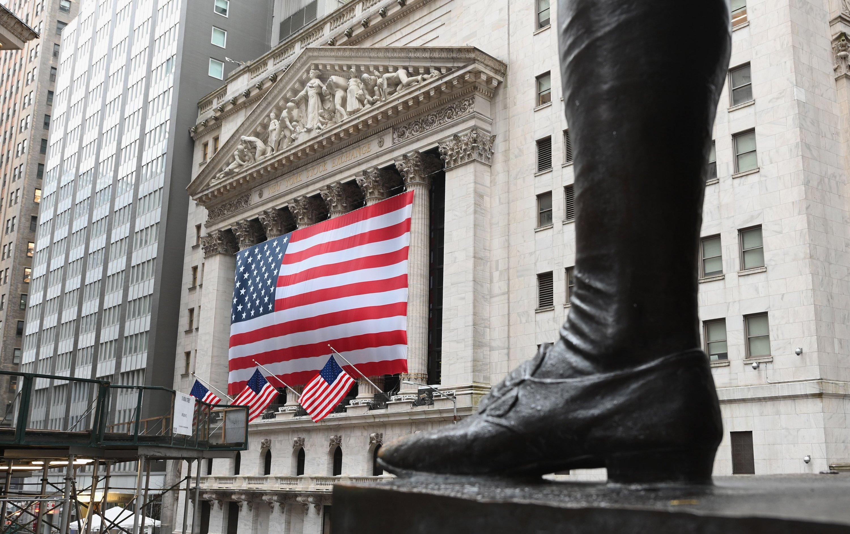 Wall Street tumbles amid coronavirus pandemic as investors brace for dour earnings thumbnail