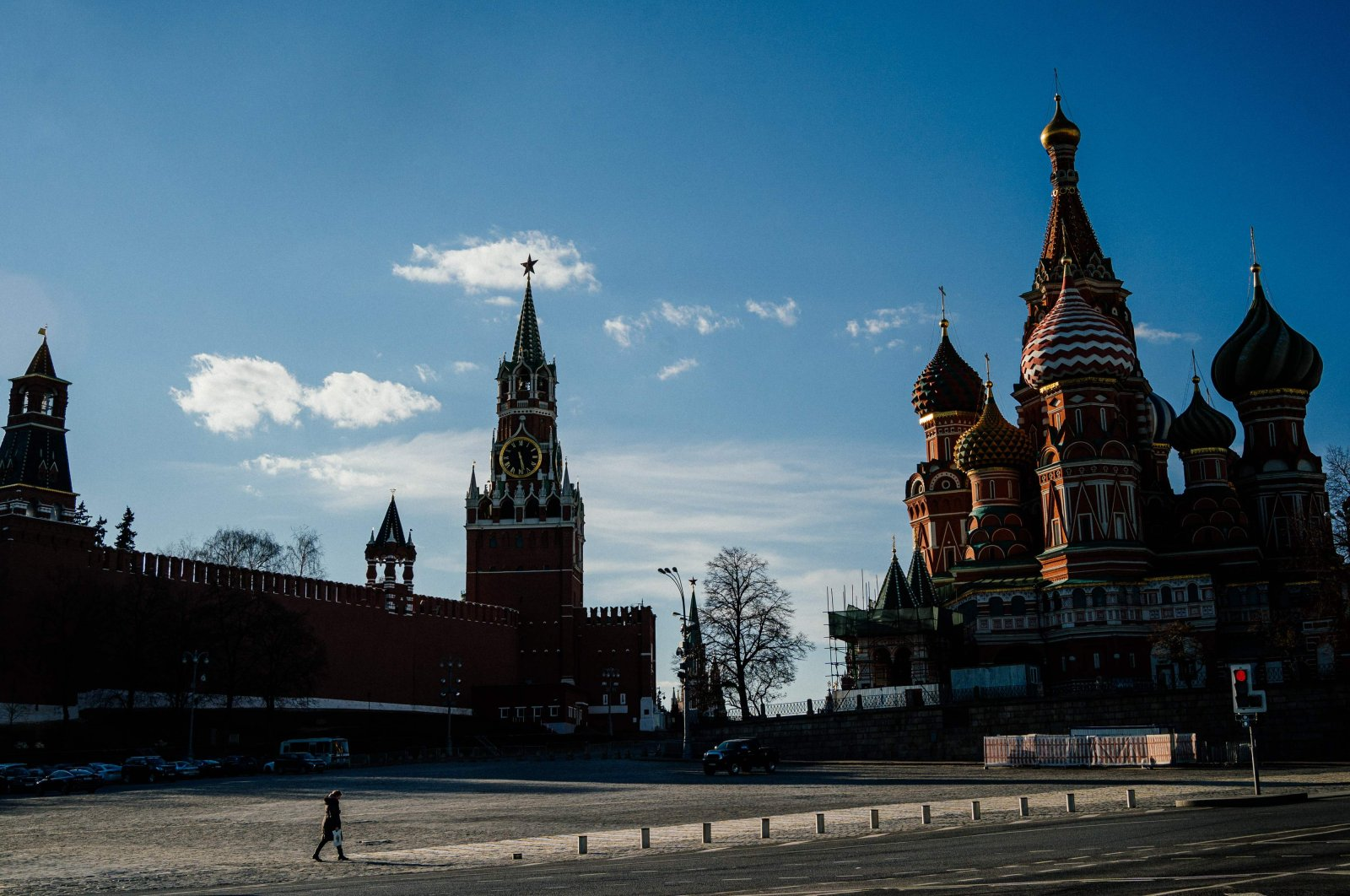 A woman walks near the Kremlin in downtown Moscow on April 12, 2020, during a strict lockdown in Russia to stop the spread of the novel coronavirus COVID-19. (AFP Photo)