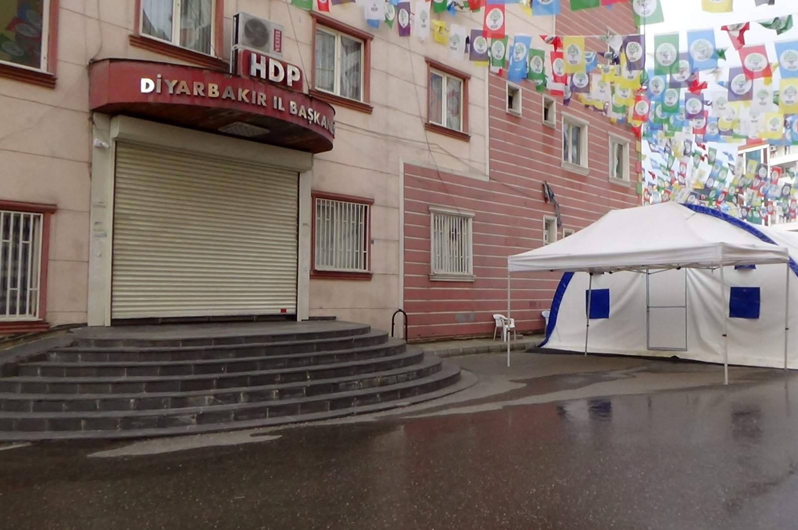 Families protesting the PKK terrorist organization continued their sit-in at a hotel during the curfew to curb the spread of the coronavirus pandemic, Diyarbakır, Turkey, April 11, 2020. (İHA Photo)