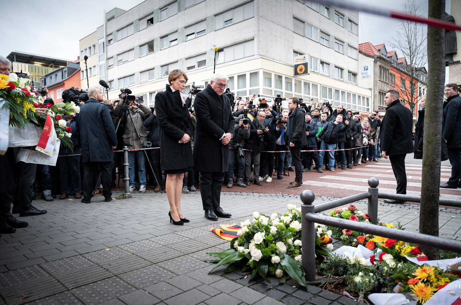 German President Frank-Walter Steinmeier and his wife Elke Budenbender pay respect to victims of a shooting in Hanau, near Frankfurt, Germany, February 20, 2020. (REUTERS Photo)