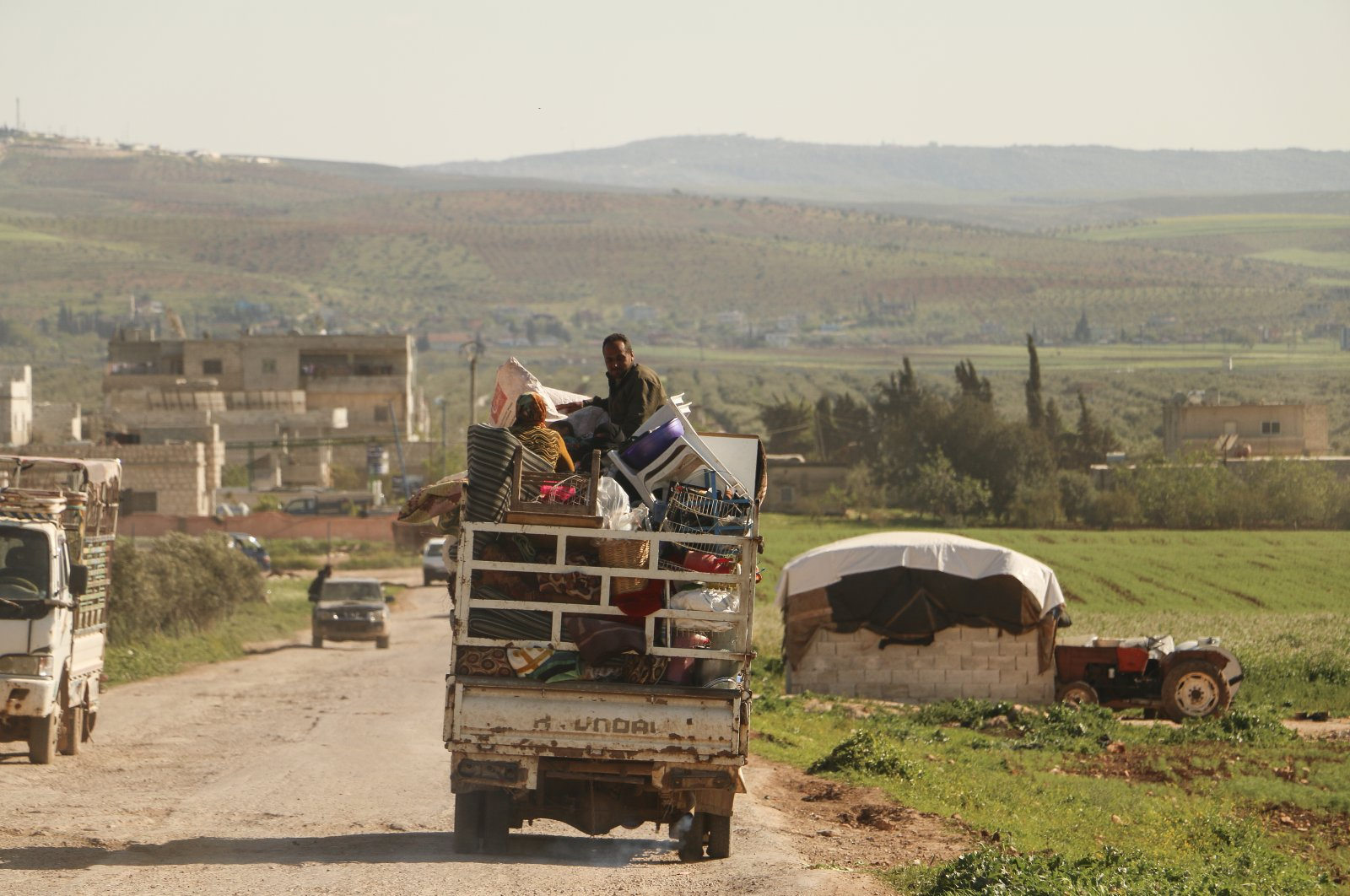 Syrian civilians return to the northwestern province of Idlib, as the coronavirus pandemic threatens the vulnerable region, northern Syria, April 13, 2020. (AA Photo)