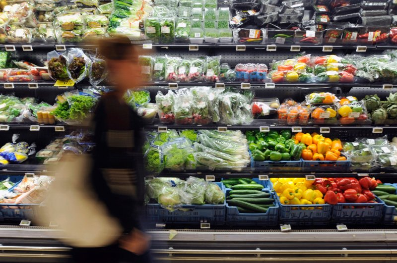 A customer walks past the fruit and vegetable section of a Carrefour grocery store in Brussels, Belgium, Sept. 4, 2014. (Reuters Photo)