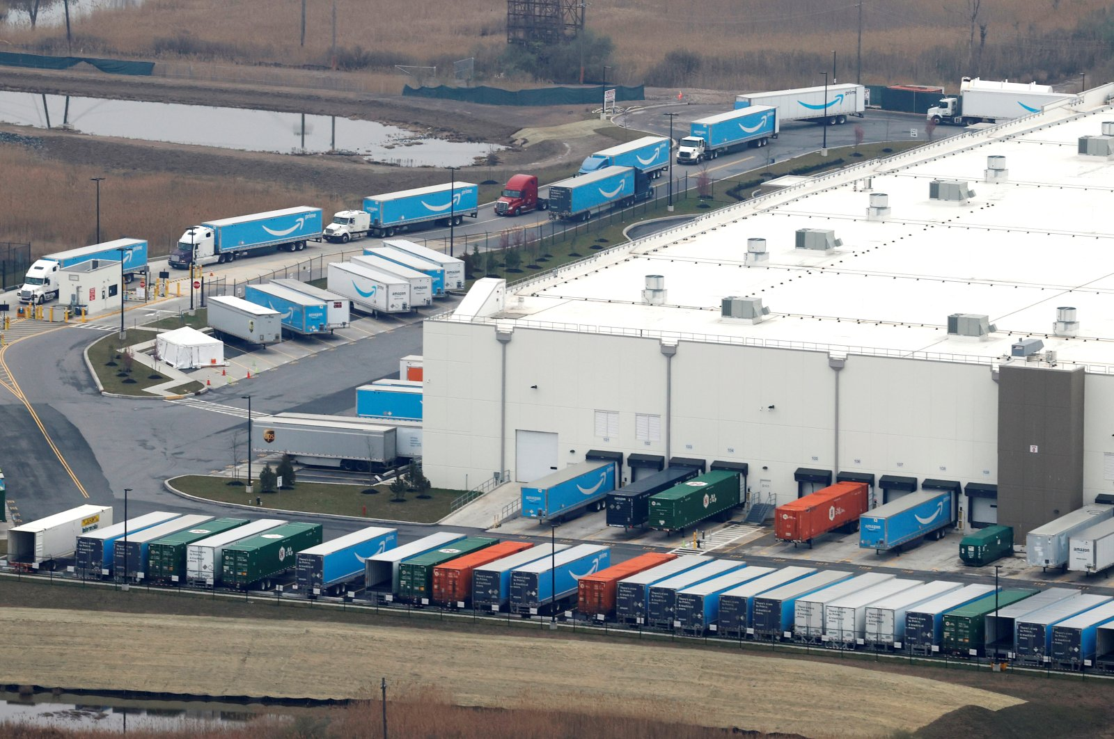 Amazon.com trucks are seen at an Amazon warehouse on Staten Island in New York City, New York, U.S., March 30, 2020. (Reuters Photo)