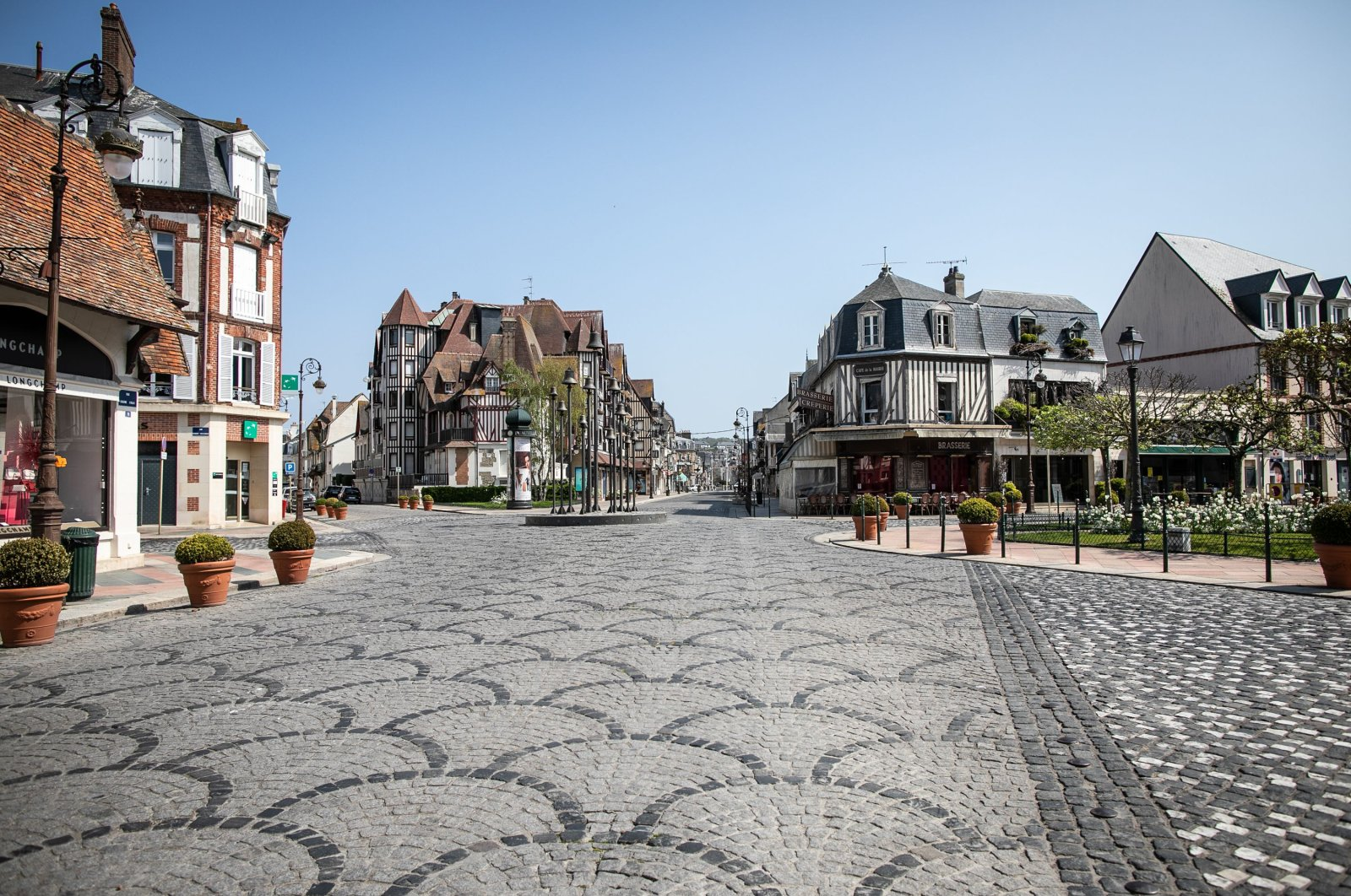 Empty downtown Deauville on the 28th day of a nationwide lockdown to stop the spread of COVID-19, Normandy, France, April 13, 2020. (AFP Photo)