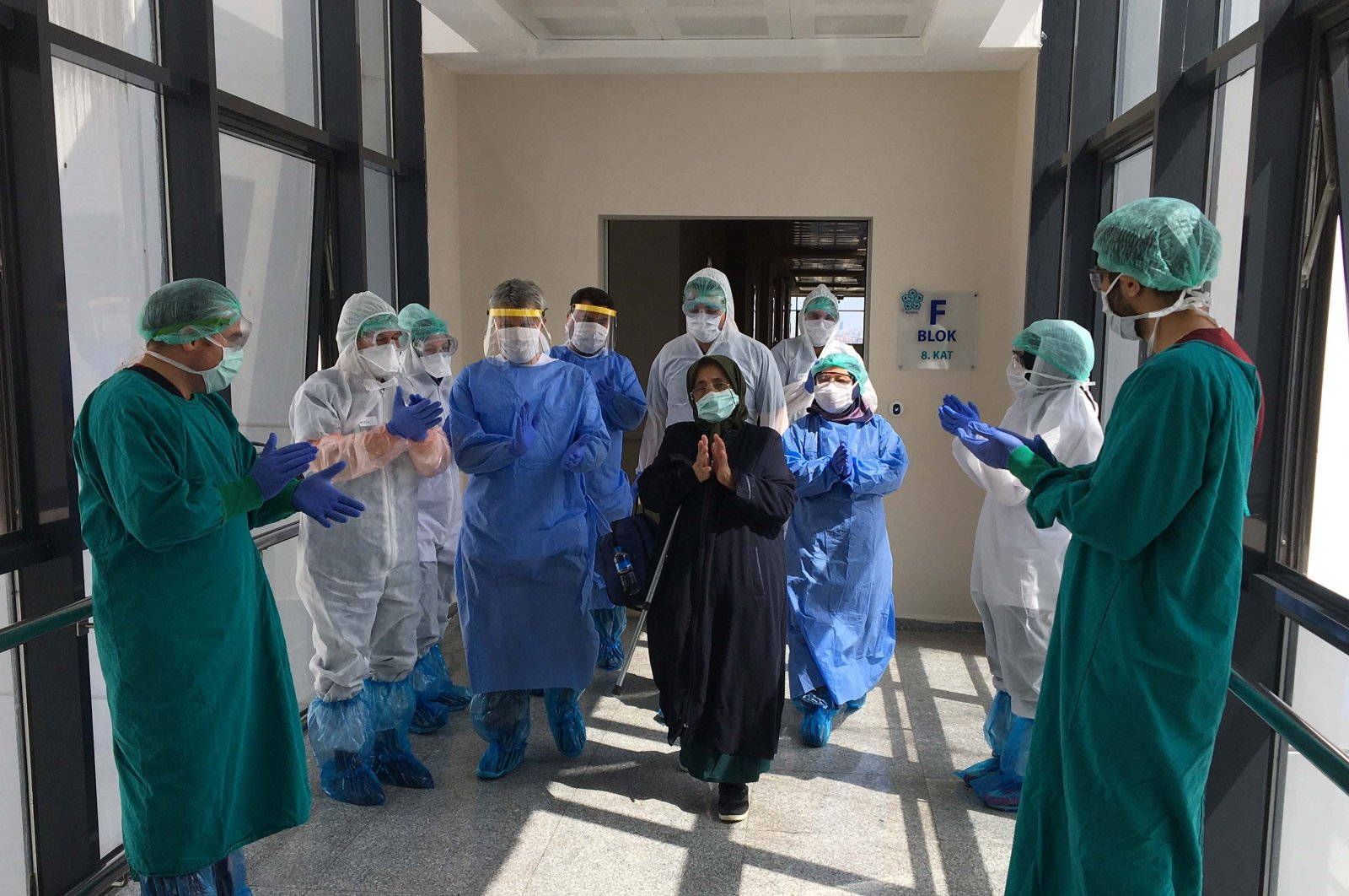 A recovered COVID-19 patient leaves a hospital amid applause from the staff in Konya, Turkey, April 11, 2020. (DHA Photo)