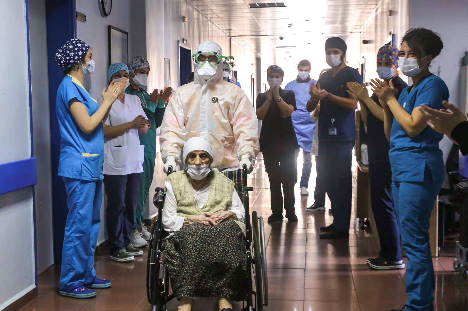 Havahan Karadeniz, 107, leaves Istanbul Training and Research Hospital as the hospital staff applauds her, in Istanbul, Turkey, April 14, 2020. (AA Photo)