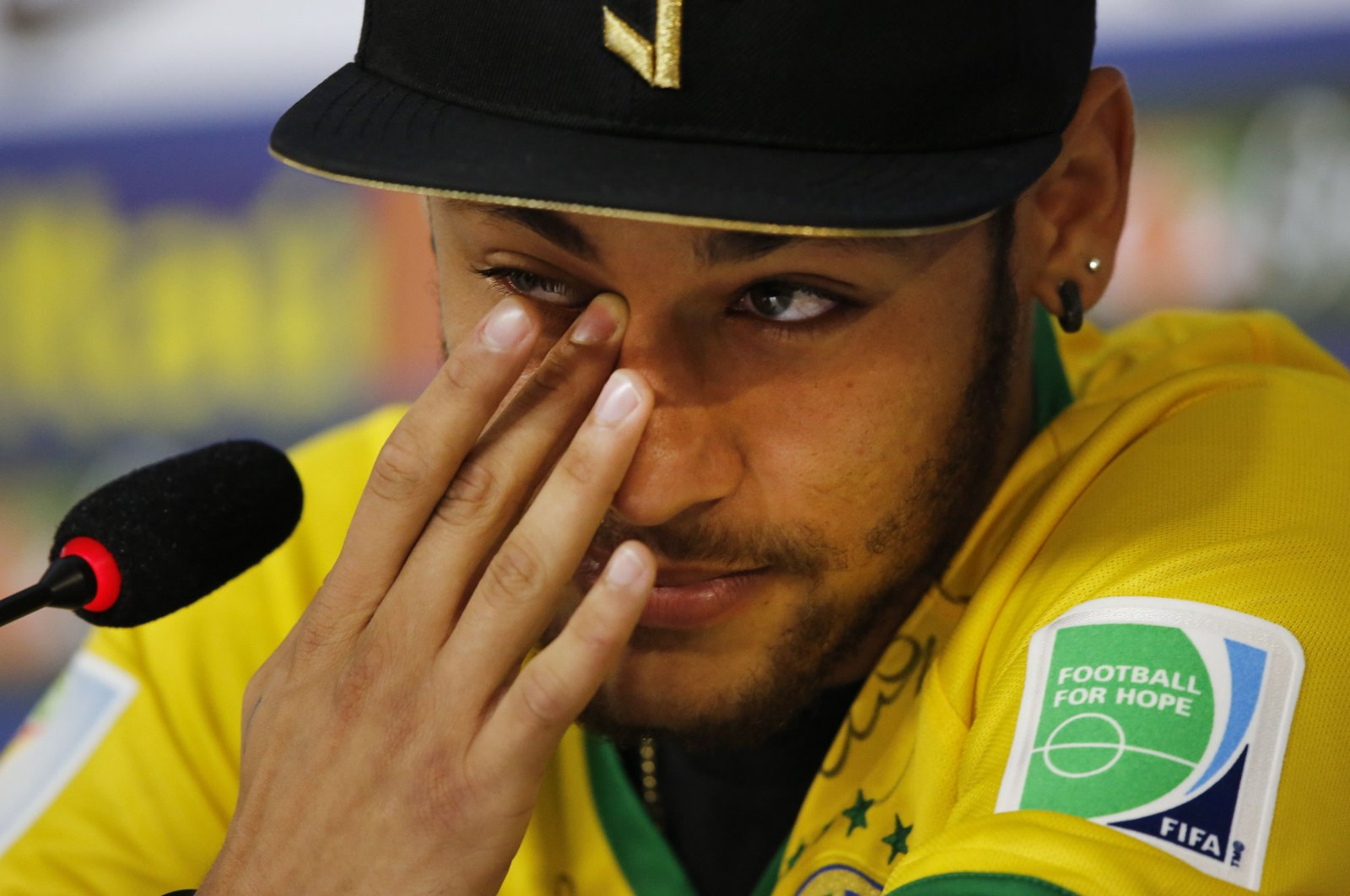 Then-injured Brazilian national football team player Neymar Jr. cries during a news conference in Teresopolis, near Rio de Janeiro, Brazil, July 10, 2014. (AP Photo)