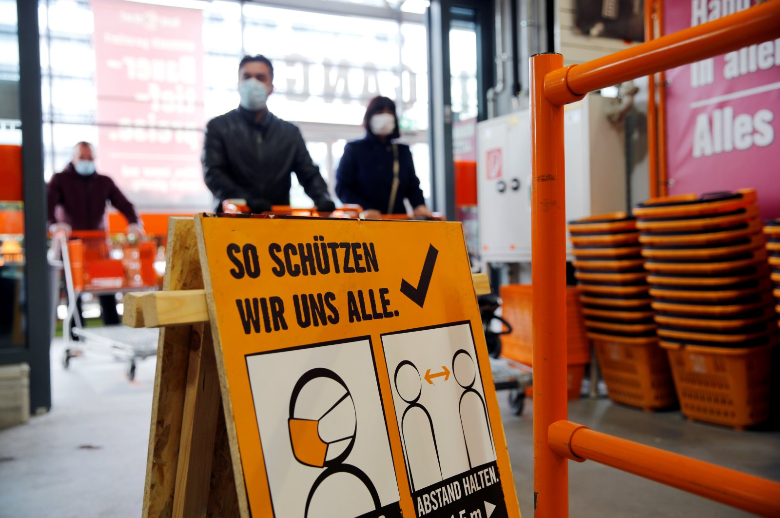 Customers wearing face masks shop in a hardware store during a partial reopening after the Austrian government eased restrictions following the coronavirus disease (COVID-19) outbreak in Vienna, Austria April 14, 2020. (Reuters Photo)