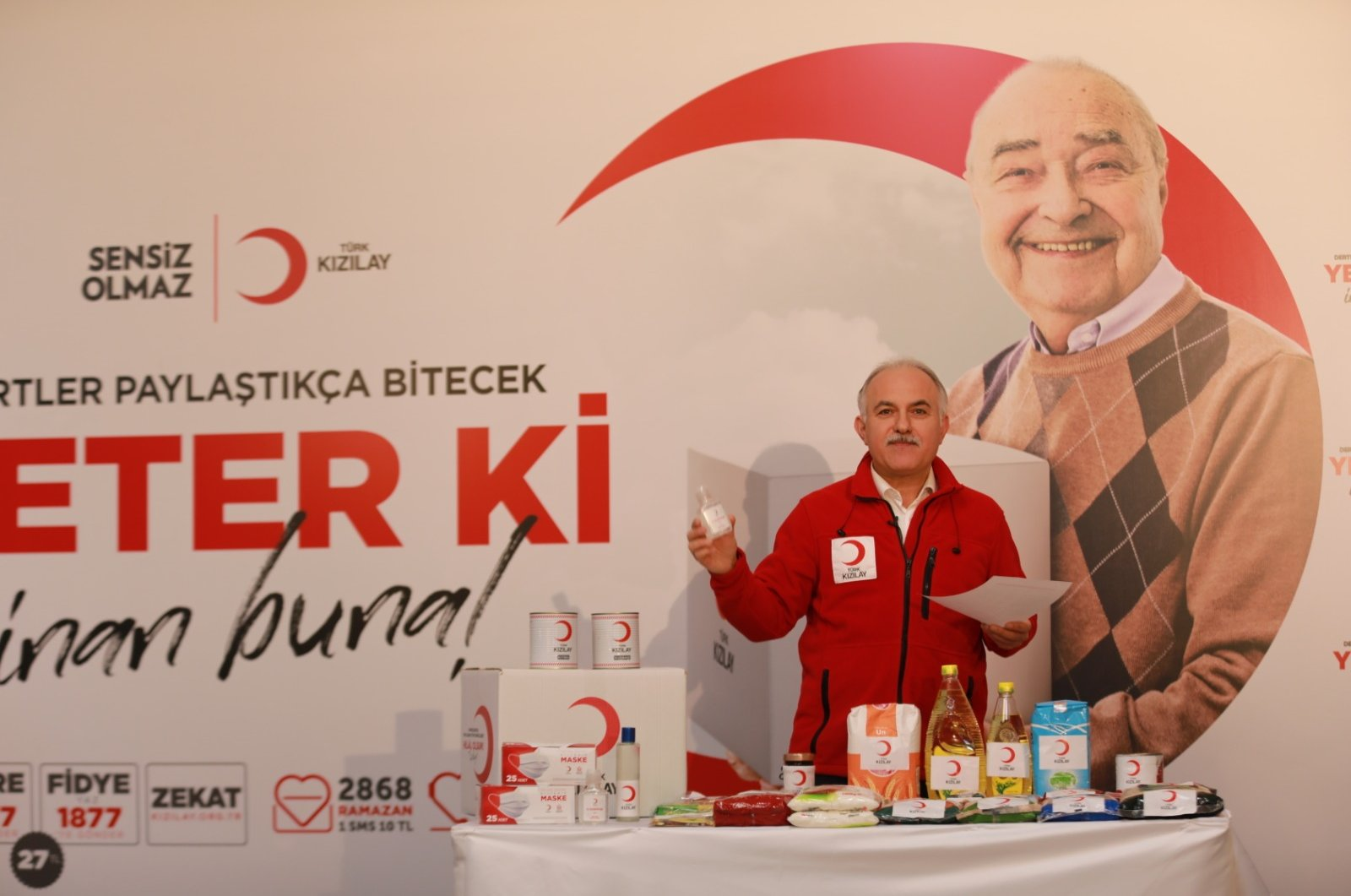 The head of the Turkish Red Crescent, Kerem Kınık, shows the content of aid boxes in a live video stream, Ankara, April 15, 2020. (DHA Photo)