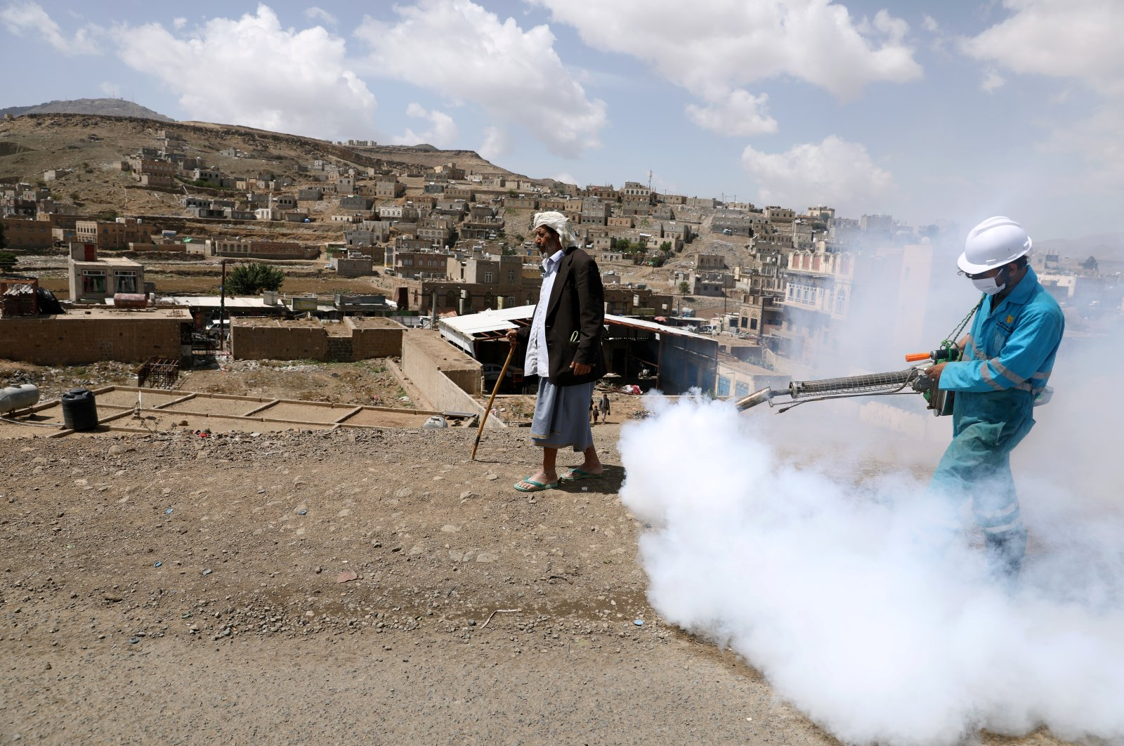 A health worker disinfects residential area during a sanitation campaign to prevent the spread of the coronavirus disease (COVID-19), on the outskirts of Sanaa, Yemen April 13, 2020. Picture taken April 13, 2020. (Reuters Photo)