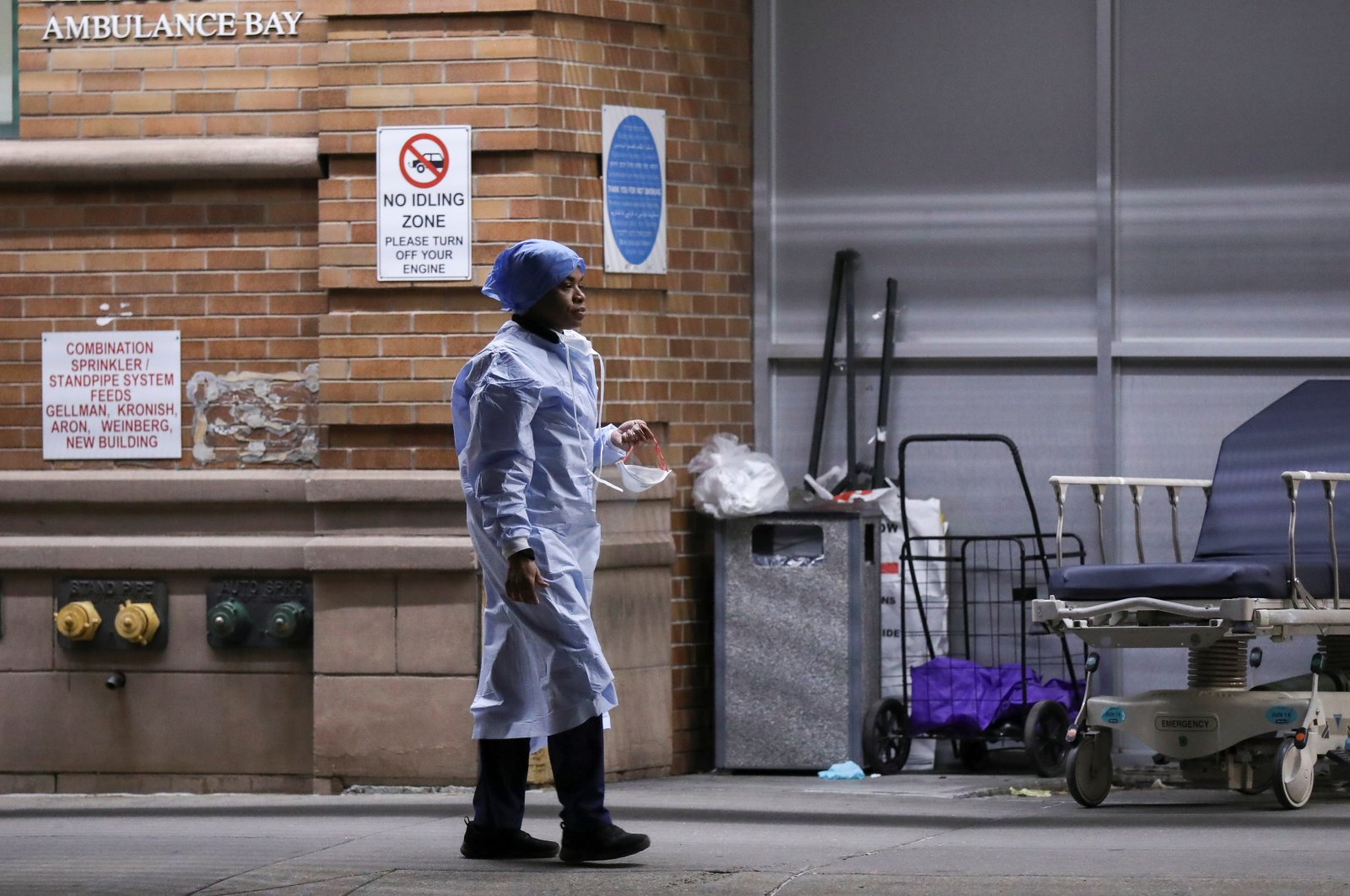 A medical worker takes a break at Maimonides Medical Center during the outbreak of the coronavirus in the Brooklyn borough of New York City, New York, U.S., April 14, 2020. (Reuters Photo)