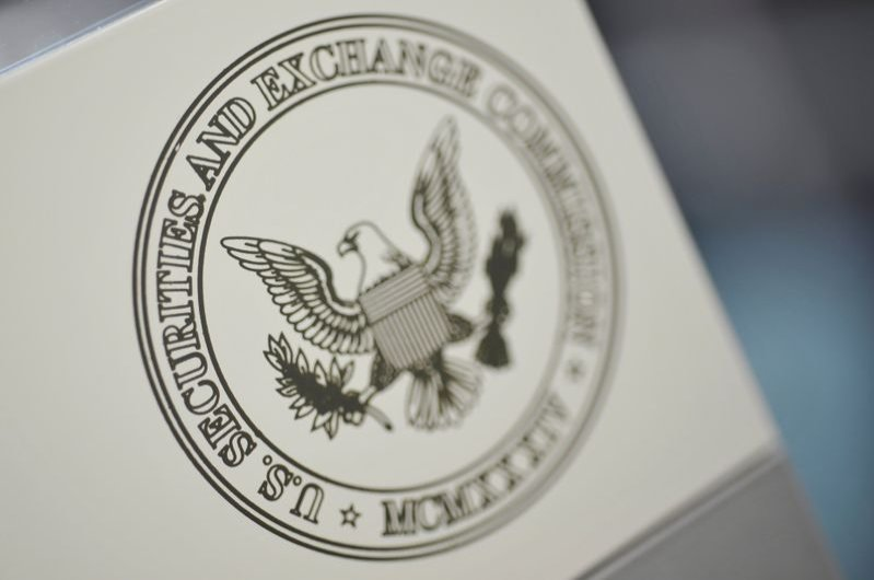 The U.S. Securities and Exchange Commission logo adorns an office door at the SEC headquarters in Washington, June 24, 2011. (Reuters Photo)
