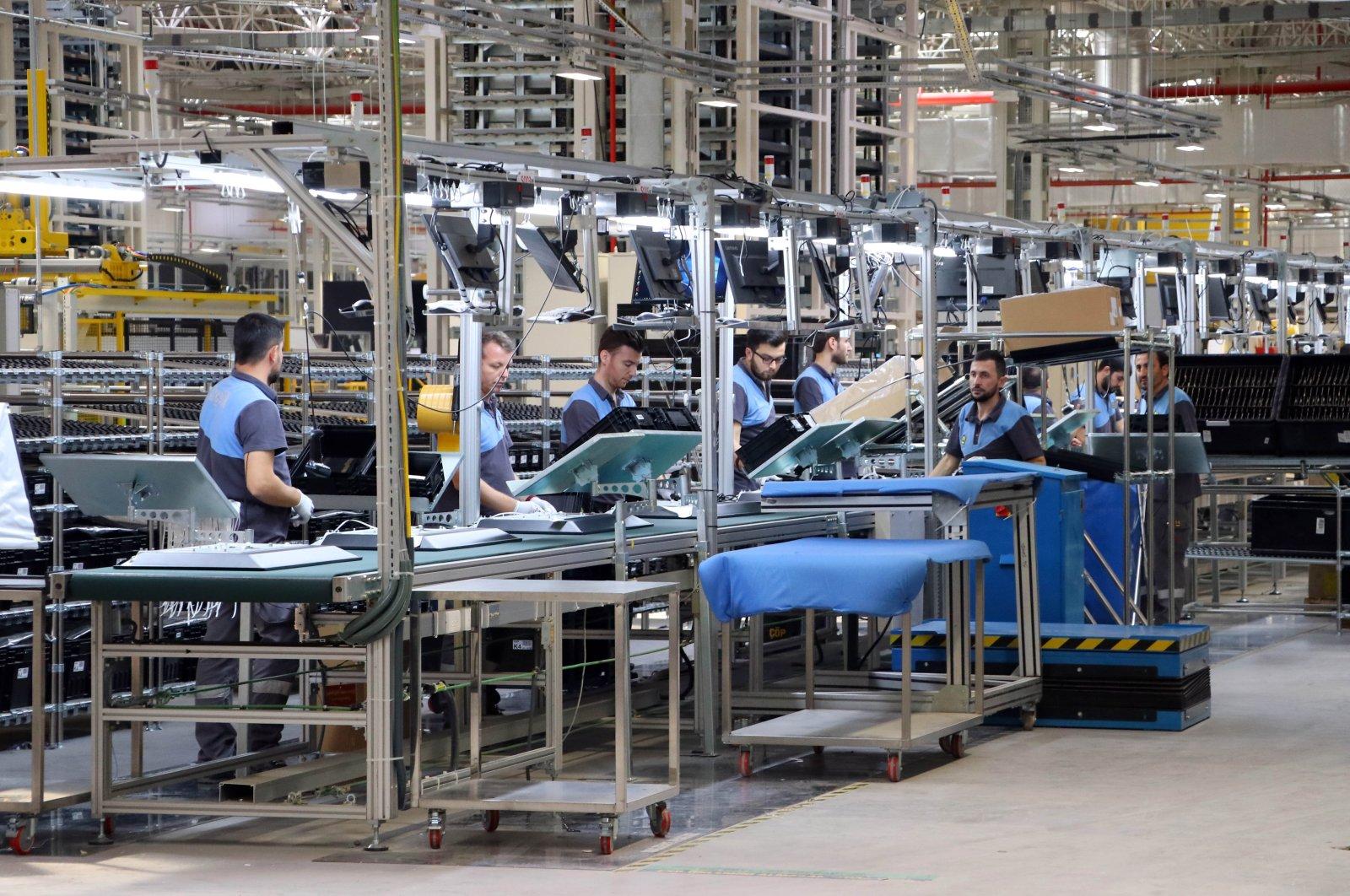 People are seen working at home appliance maker Arçelik's smart TV factory in Çerkezköy, an industrial district in Turkey's Tekirdağ, Oct. 29, 2018. (AA Photo)