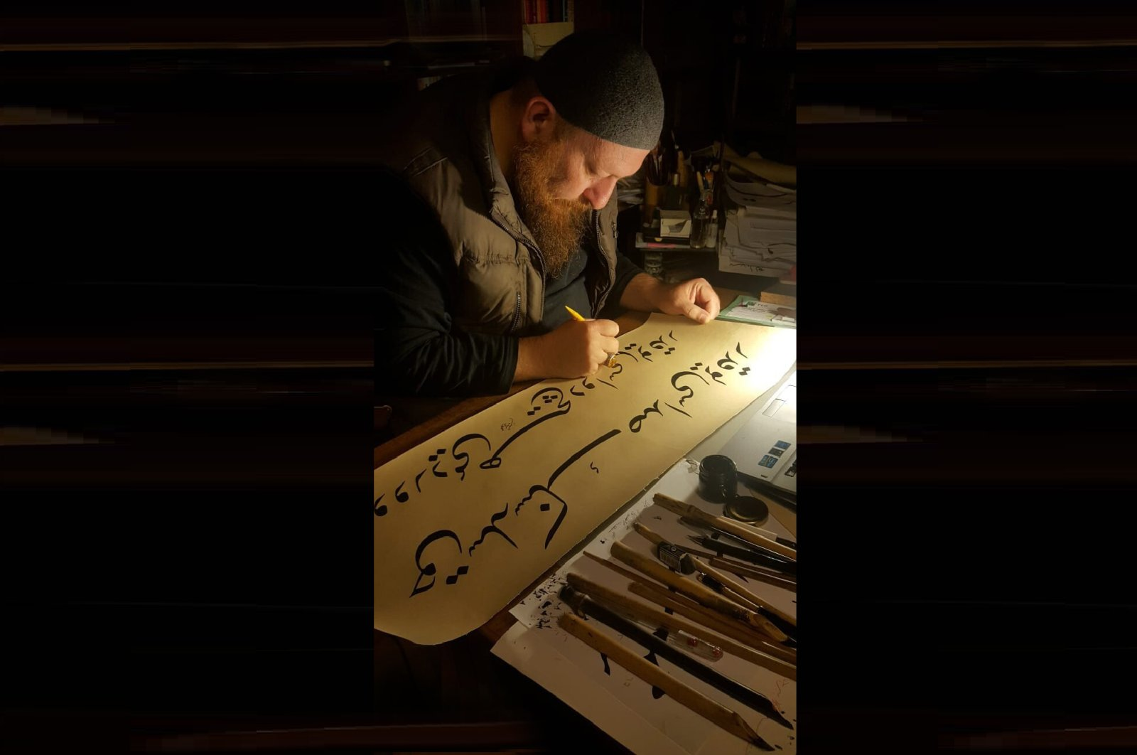 In this undated photo, Mahmut Şahin does calligraphy at his home. (İHA Photo)