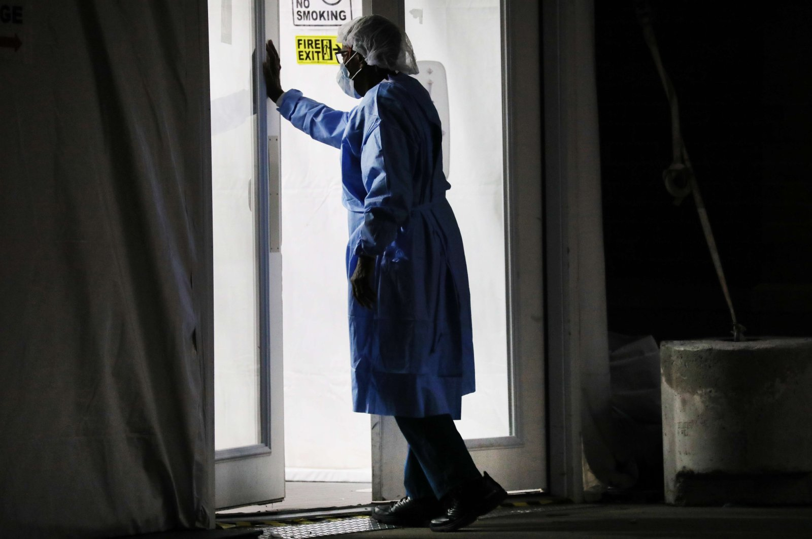 Medical workers work a night shift outside of a special coronavirus intake area at Maimonides Medical Center on April 15, 2020 in the Borough Park neighborhood of the Brooklyn borough of New York City. Hospitals in New York City (Getty / AFP Photo)
