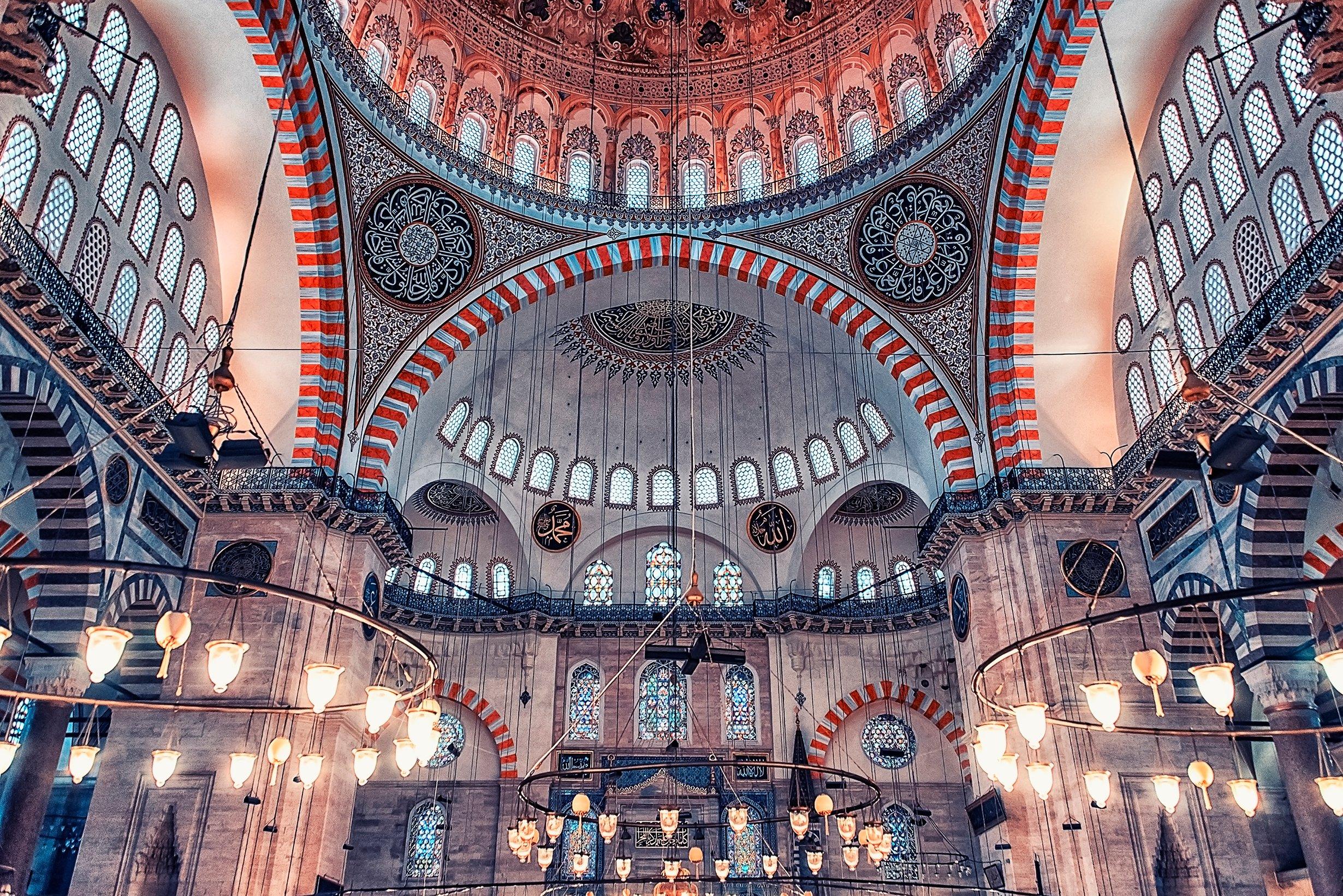 A photo showing interior of the Süleymaniye Mosque. (iStock Photo)