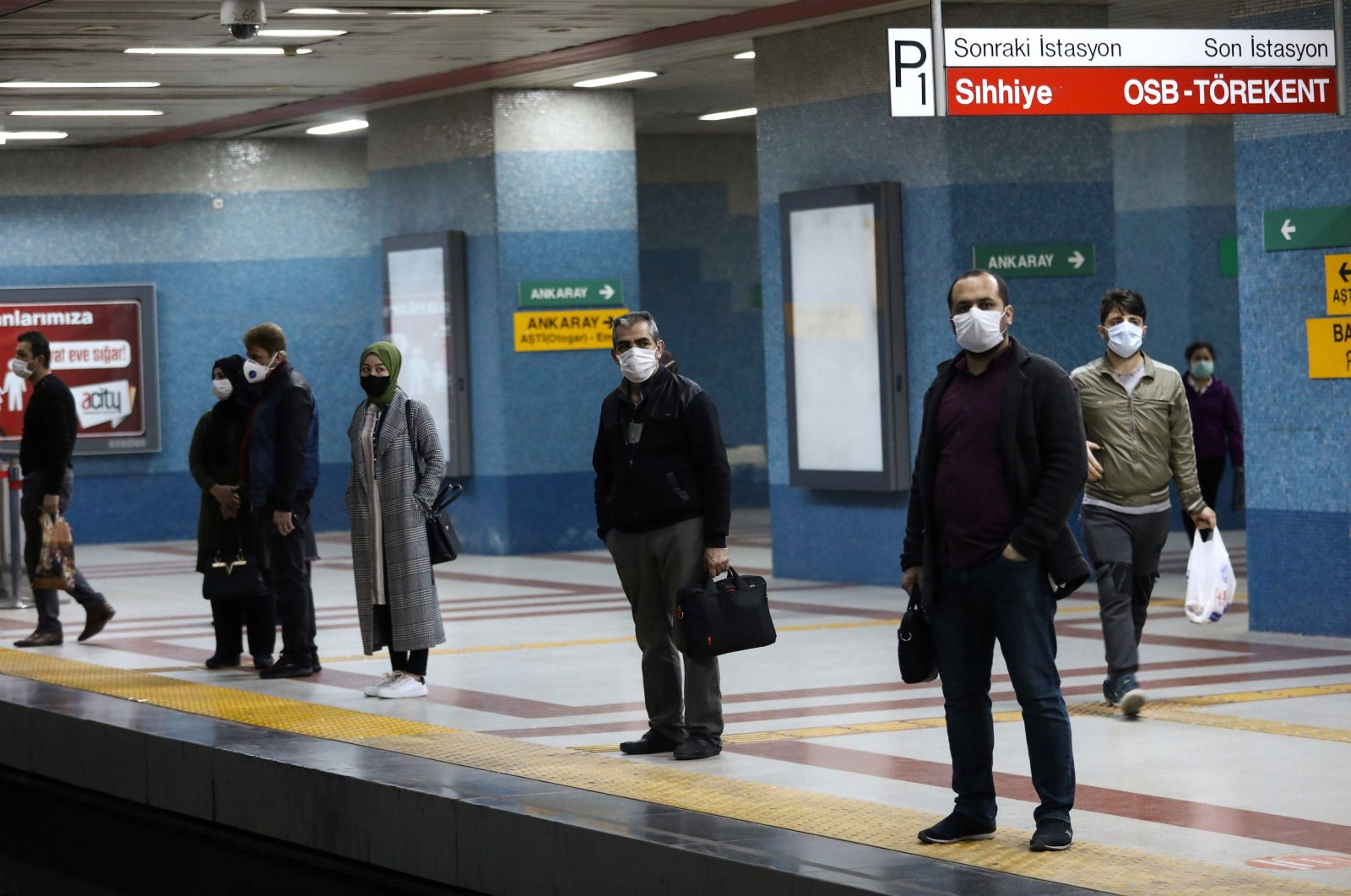 People wearing face masks for protection wait for the subway train on the platform in Ankara, Turkey, April 16, 2020. (AFP Photo)