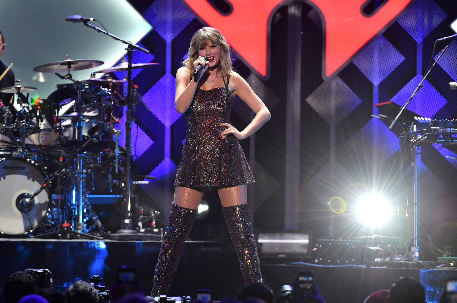 U.S. singer Taylor Swift performs onstage during the Z100's iHeartRadio Jingle Ball 2019 at Madison Square Garden in New York, Dec. 13, 2019. (AFP Photo)